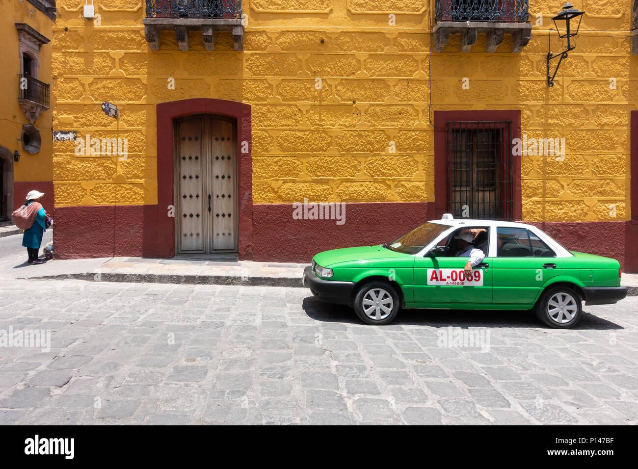 4172c438791f Mexico Guanajuato Woman Street Vendor Imágenes De Stock   Mexico ...