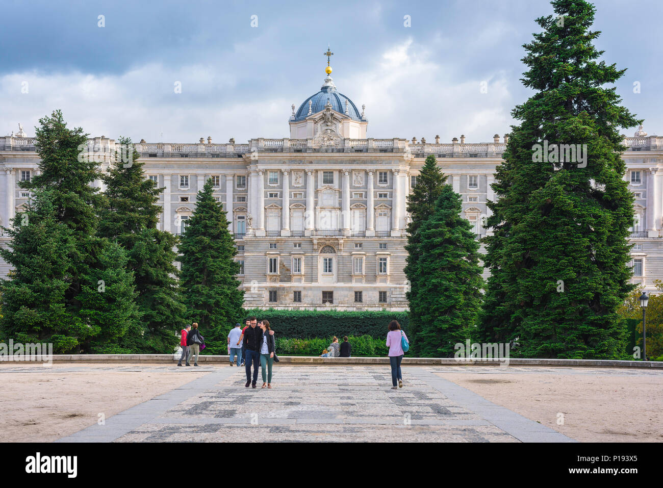 Vista De La Cara Norte Del Palacio Real El Palacio Real En
