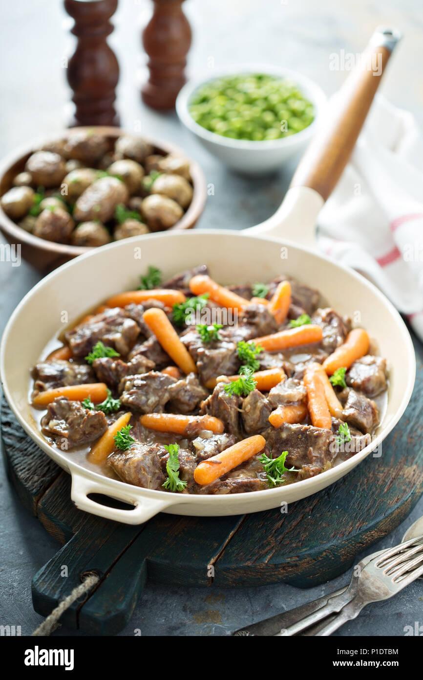 Estofado de Carne con zanahorias y el perejil. Imagen De Stock