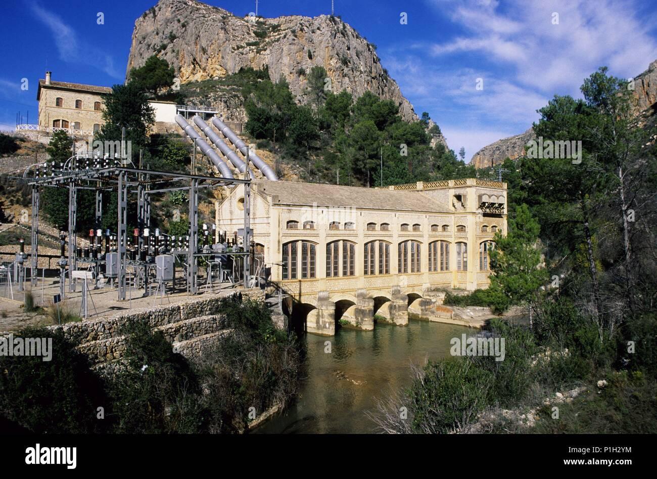 España - Comunidad Valenciana - Los Serranos (distrito) - Valencia. Chulilla, cerca de..., Río Túria, central hidro eléctrica, la Serranía. Imagen De Stock
