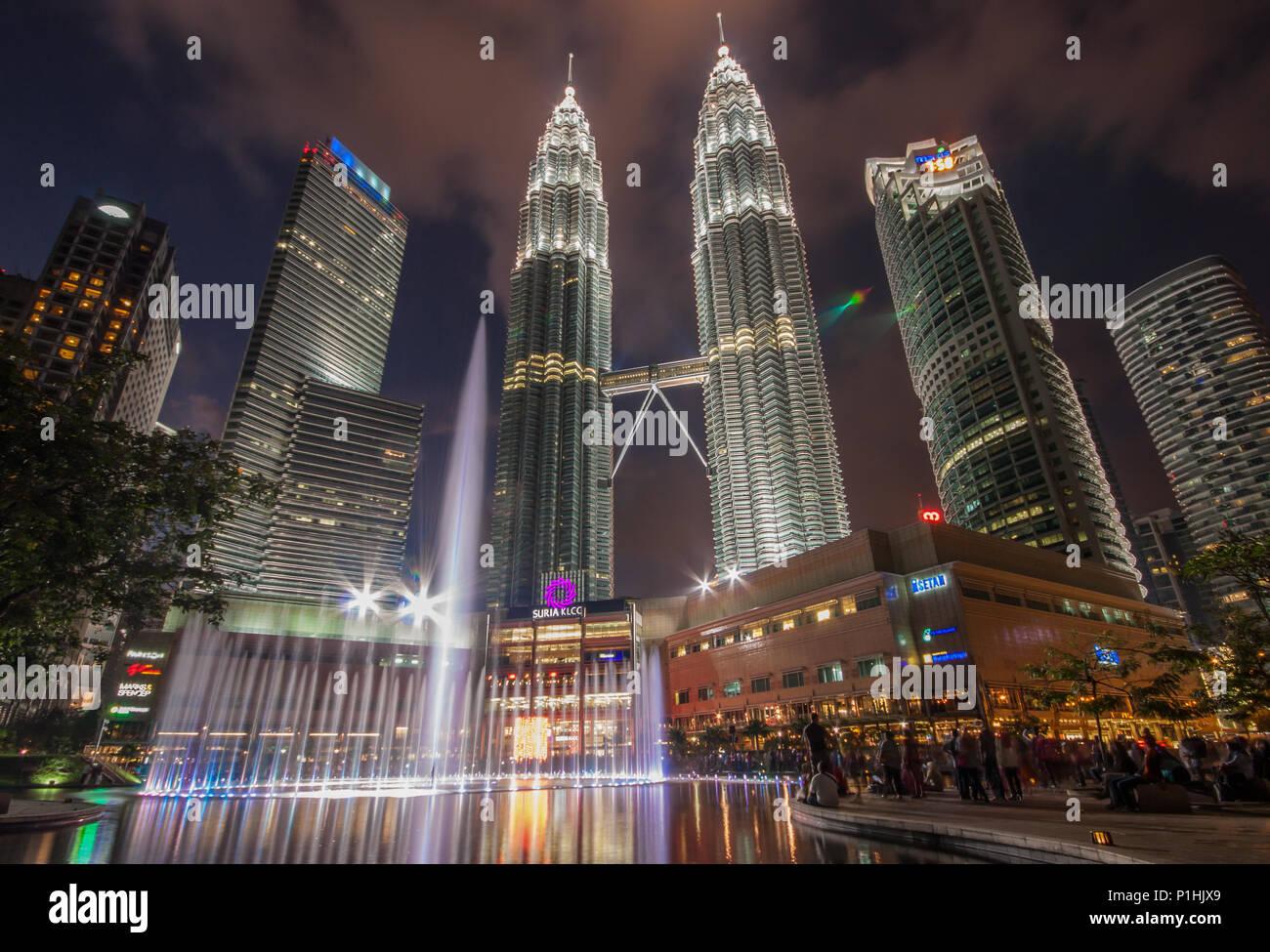 Kuala Lumpur, Malasia - una acogedora ciudad que ofrece una gran cantidad de interesantes de hitos, el más famoso de ellos es las Torres Petronas Imagen De Stock
