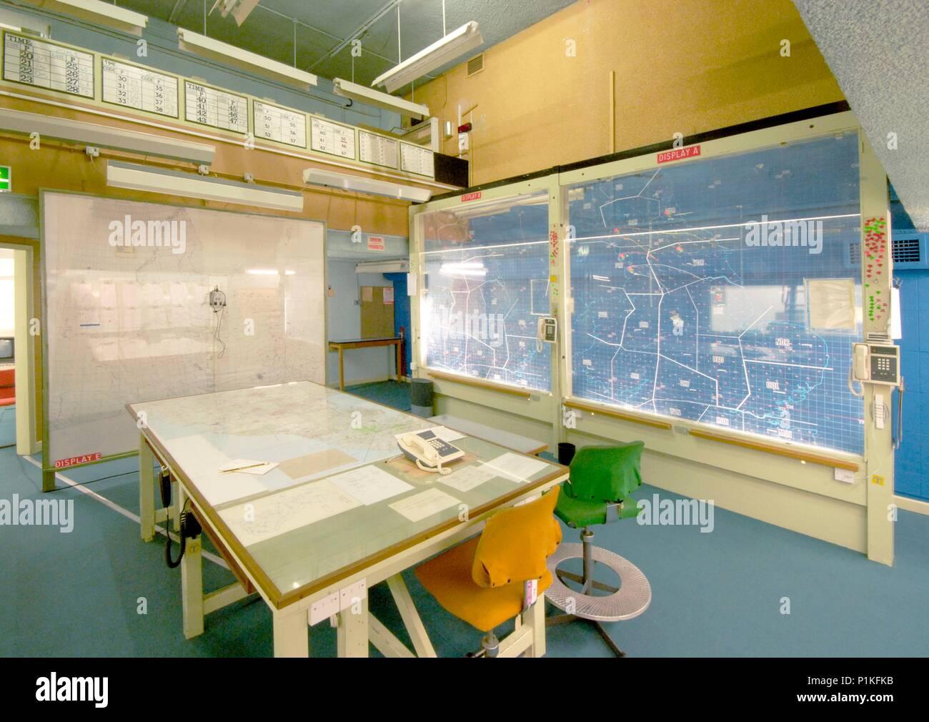 Sala de operaciones, York Búnker de la guerra fría, North Yorkshire, c2006-c2017. Vista interior de la sala de operaciones que muestra mapas y gráficos listos para usar. El b Imagen De Stock