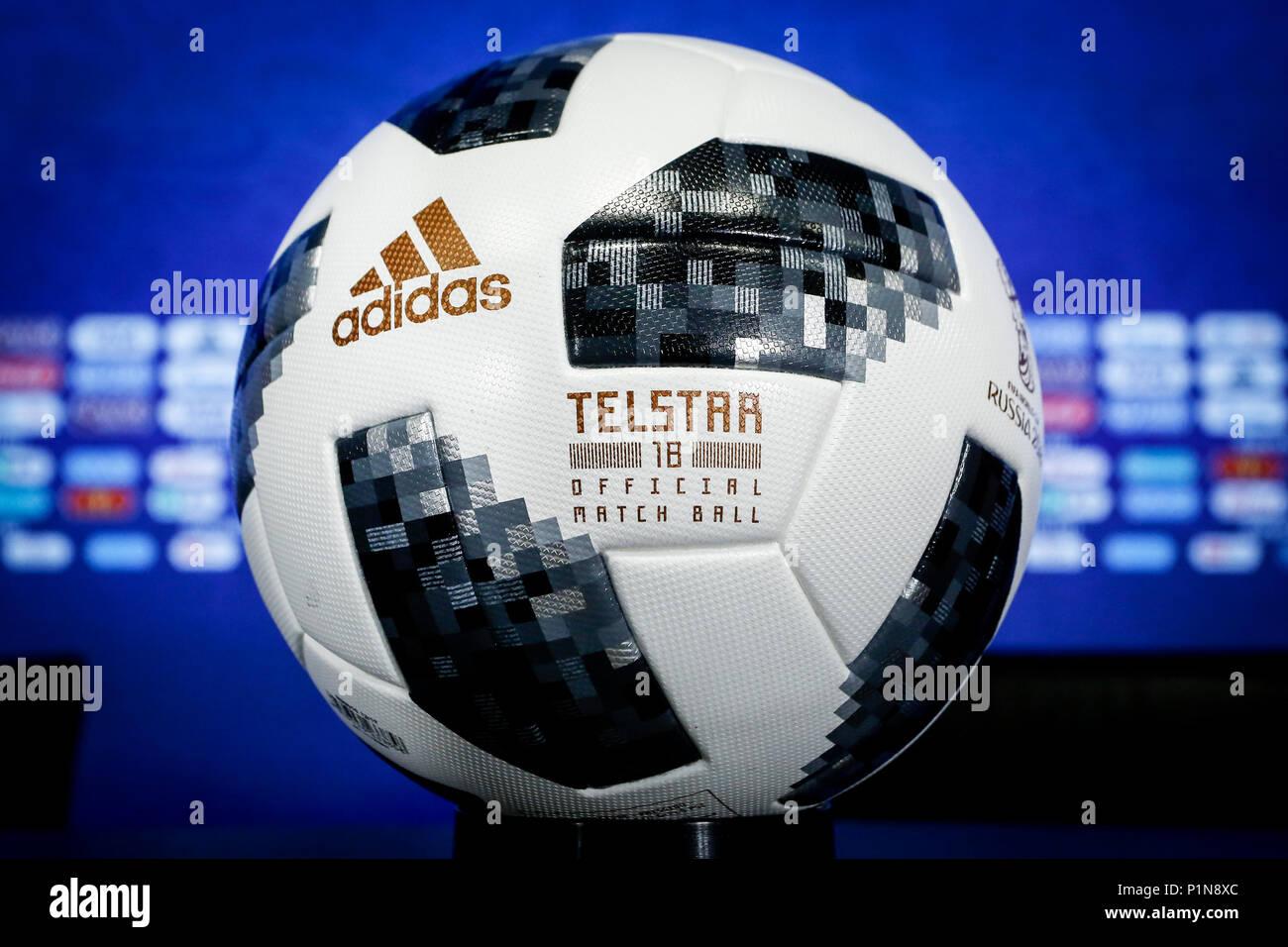 Adidas Telstar 2018 Imágenes De Stock   Adidas Telstar 2018 Fotos De ... 3e7a8228da35c