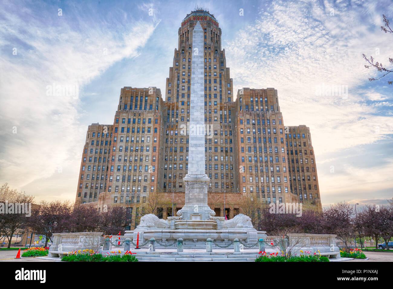 BUFFALO, NY - 15 de mayo de 2018: la construcción de la ciudad de Buffalo y McKinley monumento en el centro de Buffalo, Nueva York Imagen De Stock