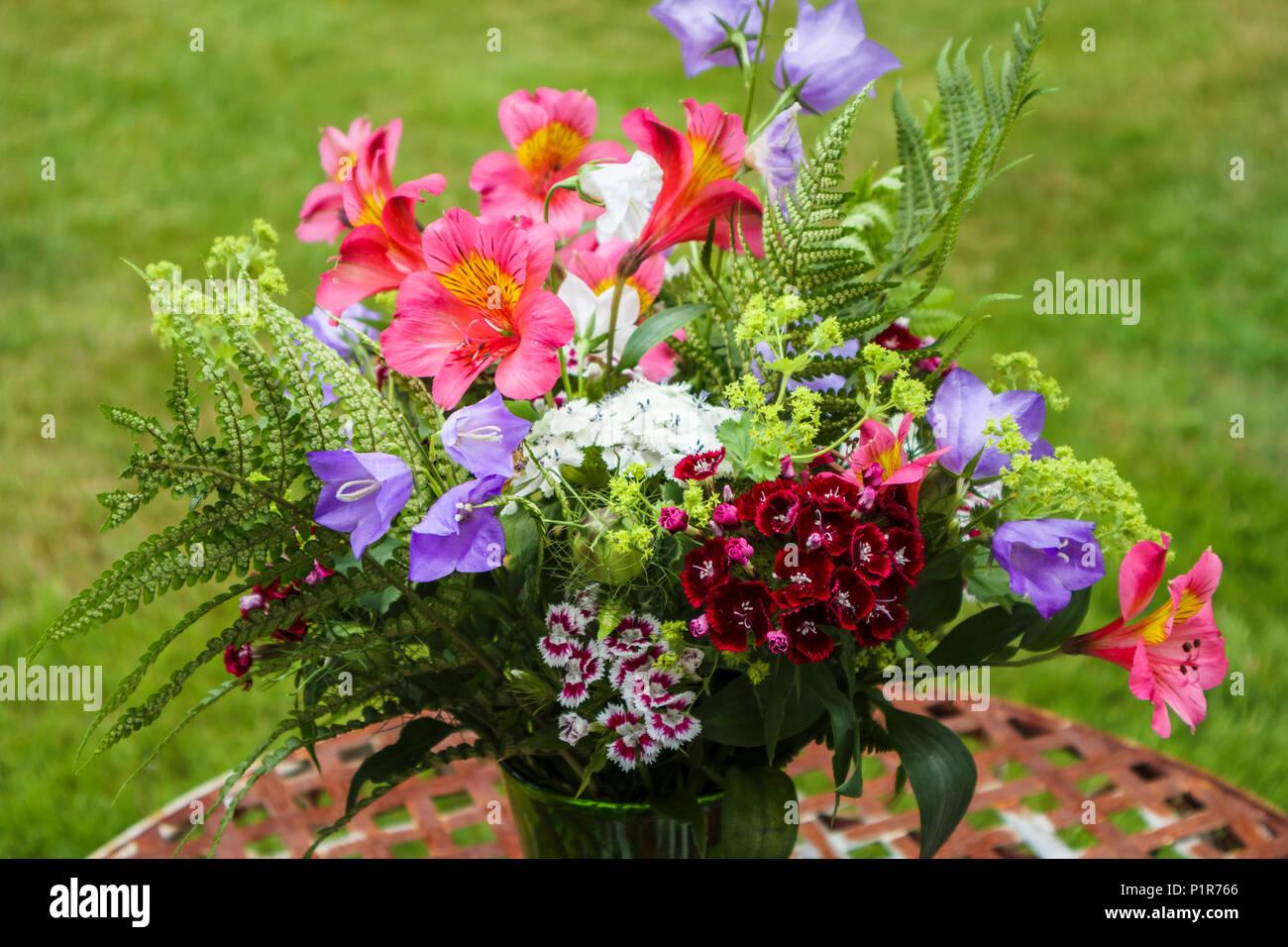 Summery Arreglo Floral Ramo De Flores Coloridas Mezclado A