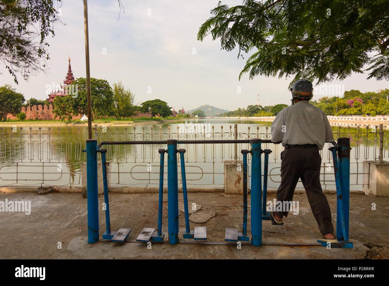 Mandalay, Palacio de Mandalay, foso lleno de agua, bastión, la colina de Mandalay, máquina de ejercicio, región de Mandalay, Myanmar (Birmania) Imagen De Stock