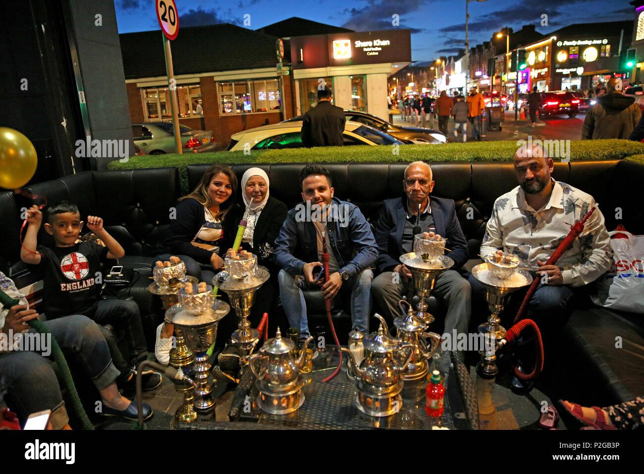 Rusholme, Manchester, Reino Unido. 15 Jun, 2018. Una shisha bar durante Eid celebraciones en Rusholme, 15 de junio de 2018, C)Barbara Cook/Alamy Live News Foto de stock