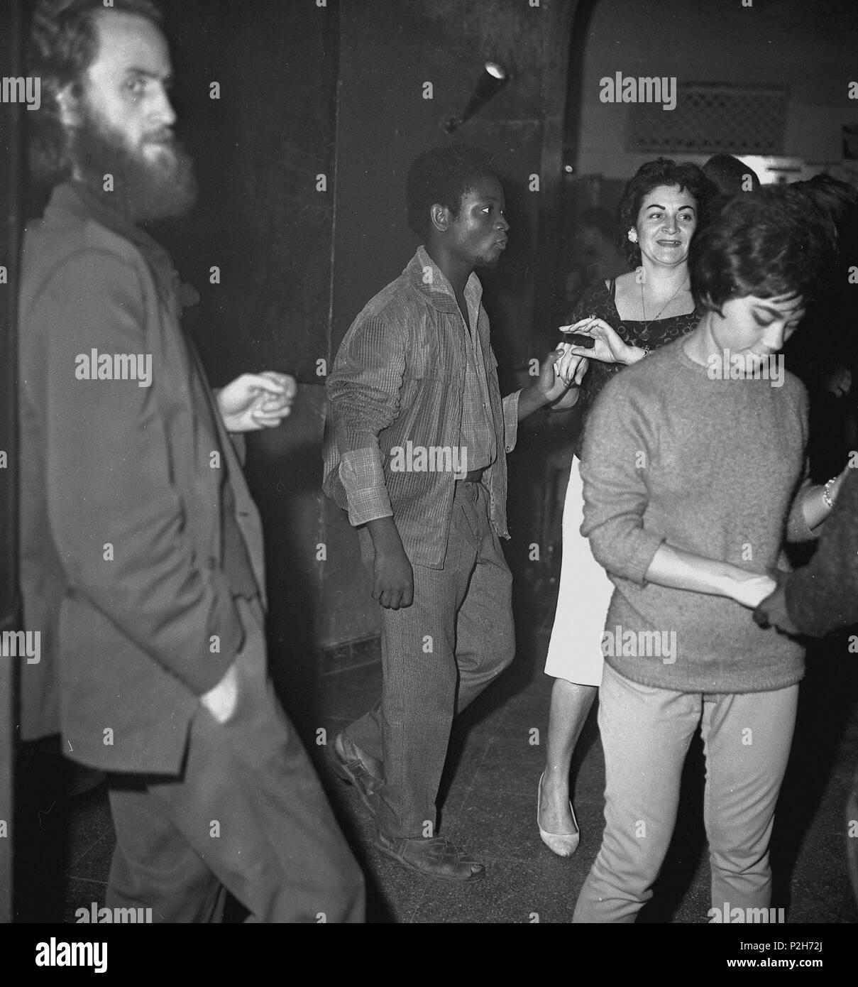 e73488ea6 Sala Jamboree. Gente bailando. Barcelona, a principios de los años ...