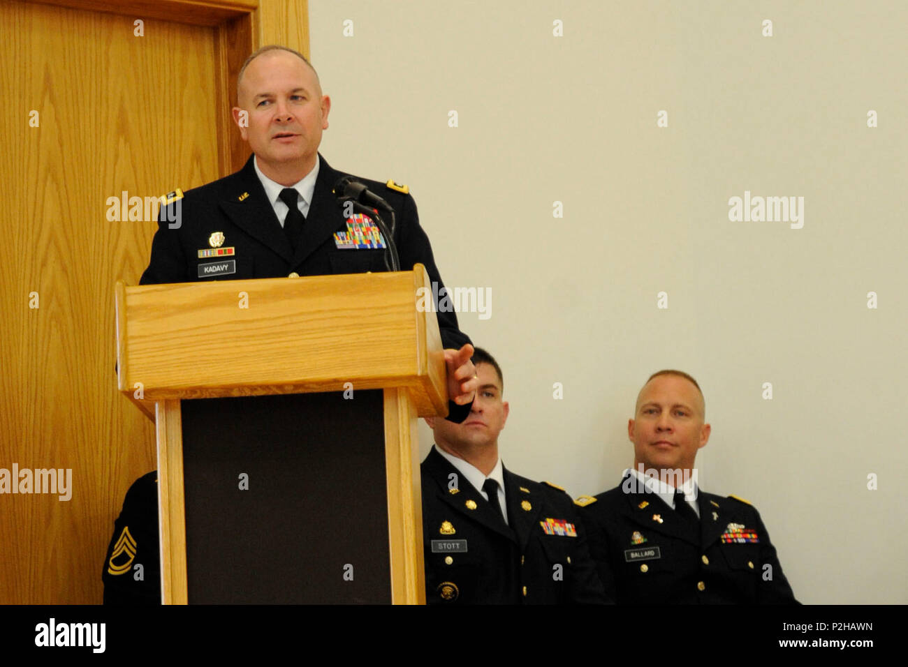 el teniente general timothy j kadavy director de la guardia