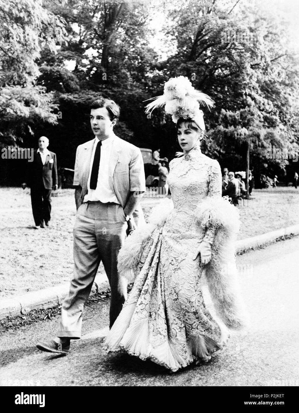 Descripción: Leslie Caron con su marido Peter Hall durante el rodaje de la película. El título de la película original: ANN. Título en inglés: ANN. El director de cine: Vincente Minnelli. Año: 1958. Estrellas: Leslie Caron; Peter Hall. Crédito: M.G.M. / Álbum Imagen De Stock
