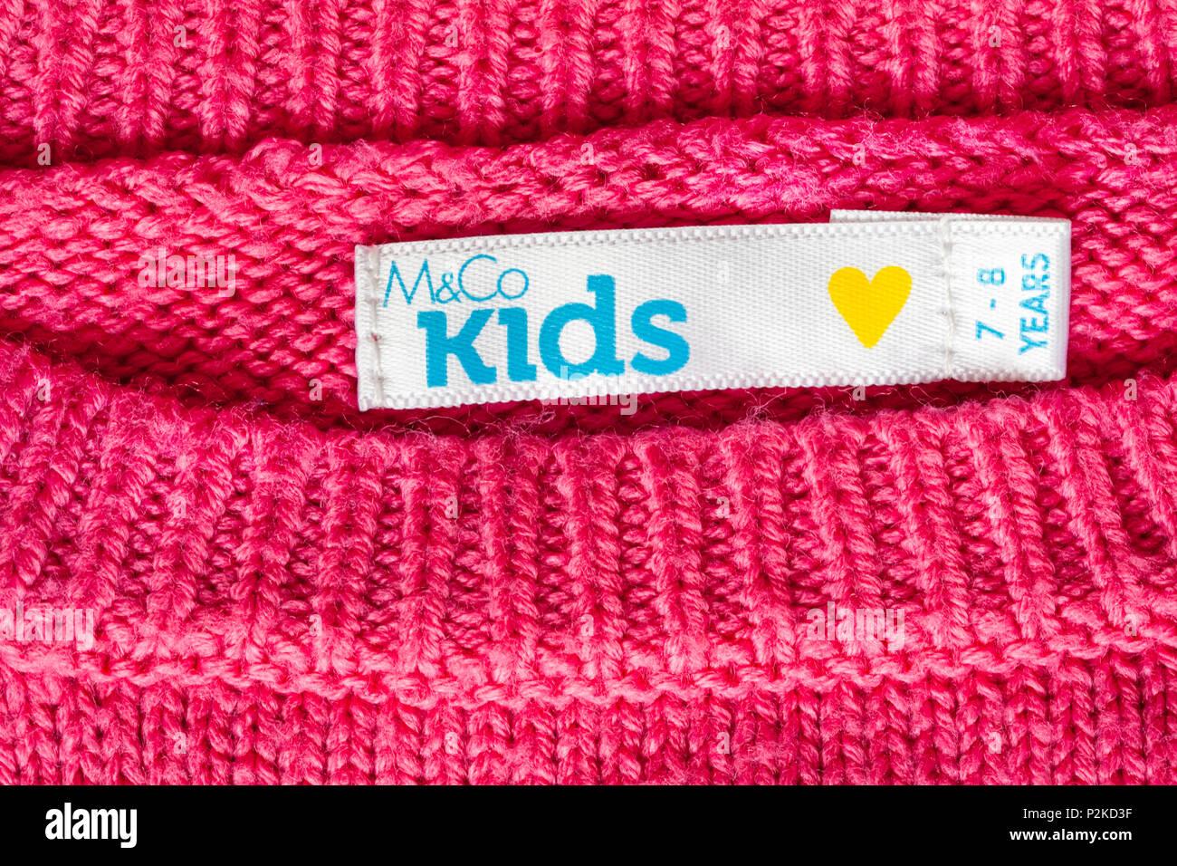 Etiqueta en M&Co para niñas 7-8 años de puente Imagen De Stock