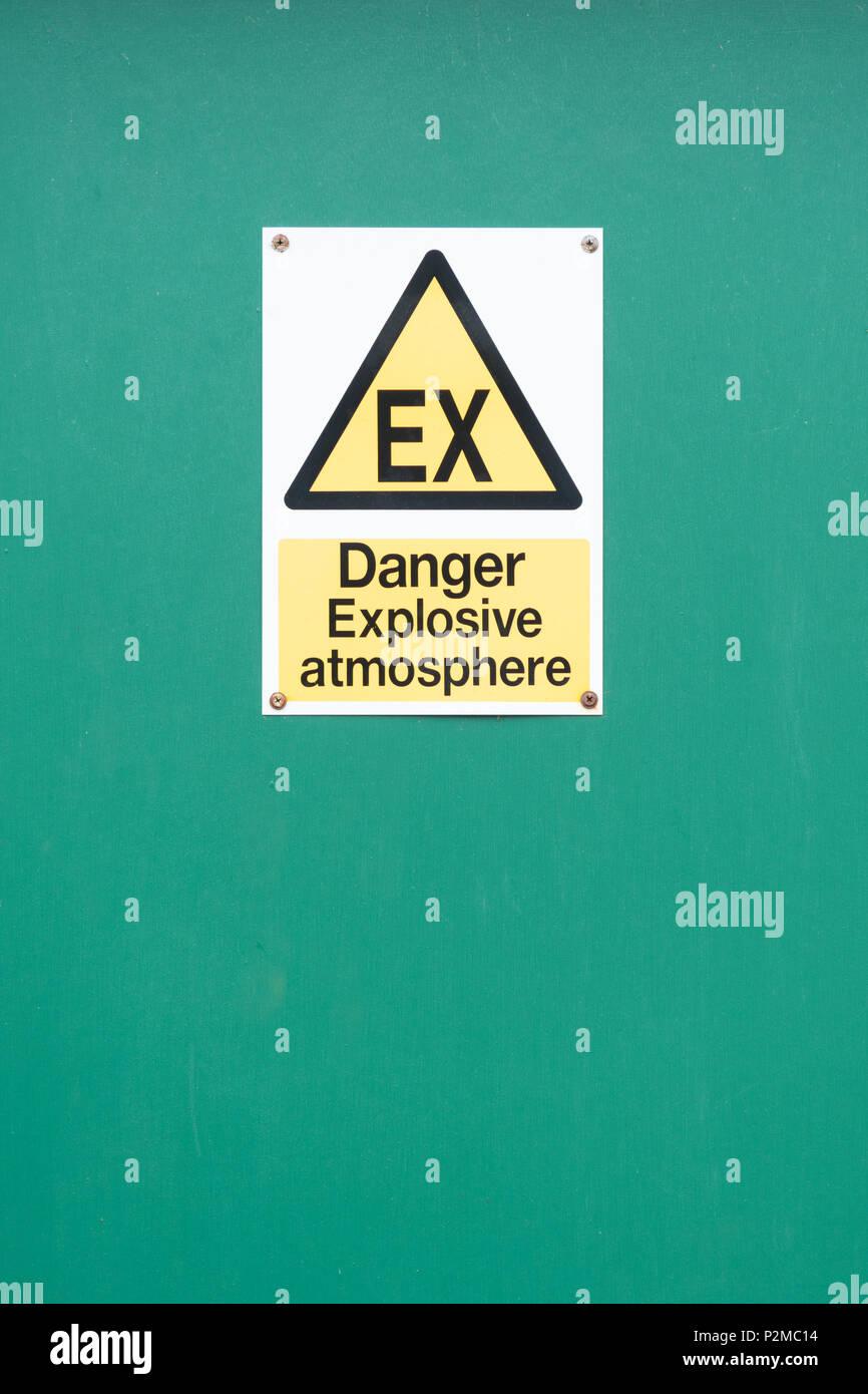 Peligro de atmósfera explosiva ex señal de advertencia, REINO UNIDO Imagen De Stock