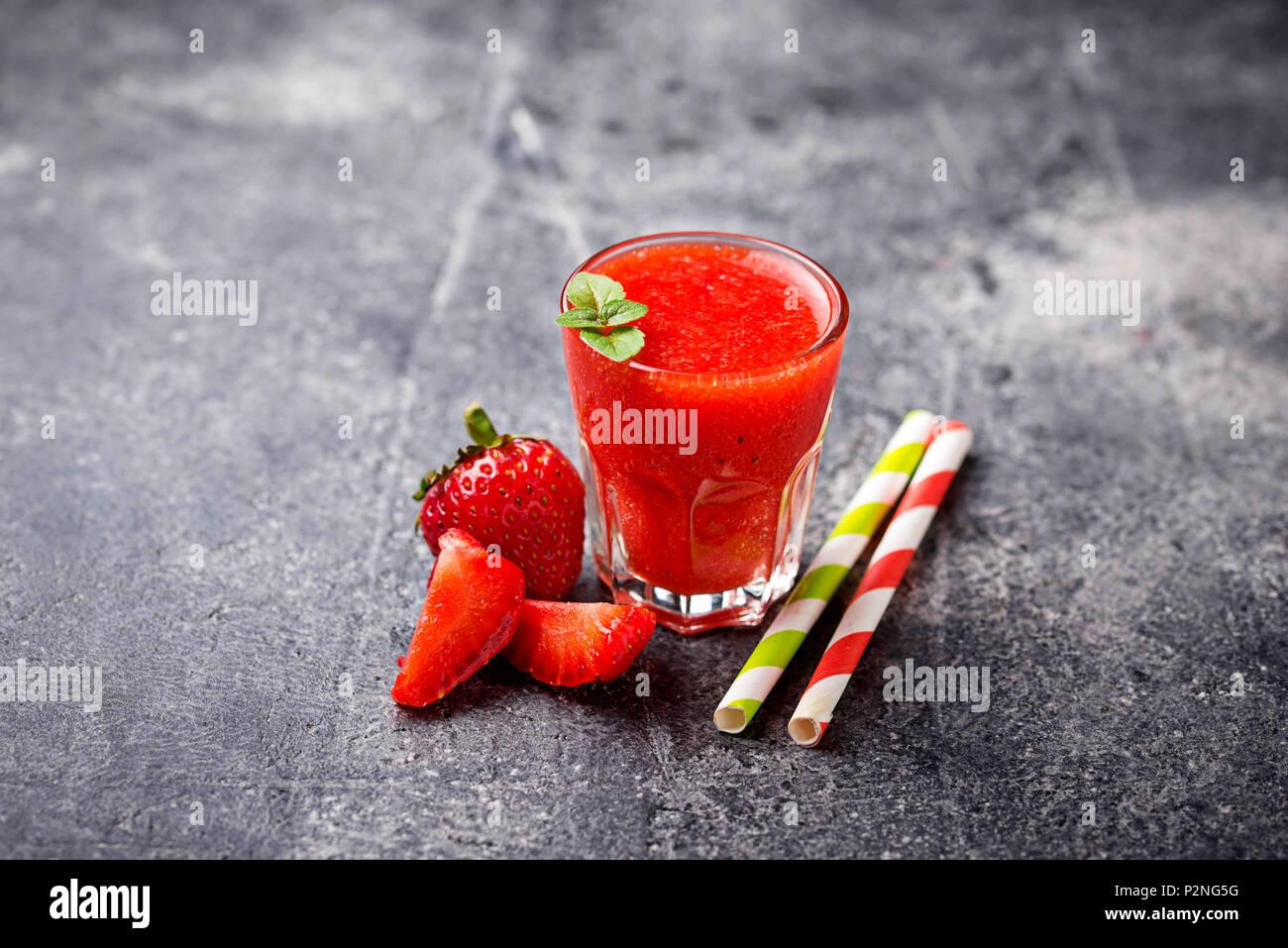 Dulce saludable cóctel batido de fresa Imagen De Stock