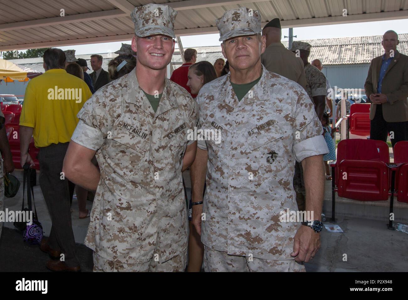 el comandante de la brigada del cuerpo de marines robert b neller