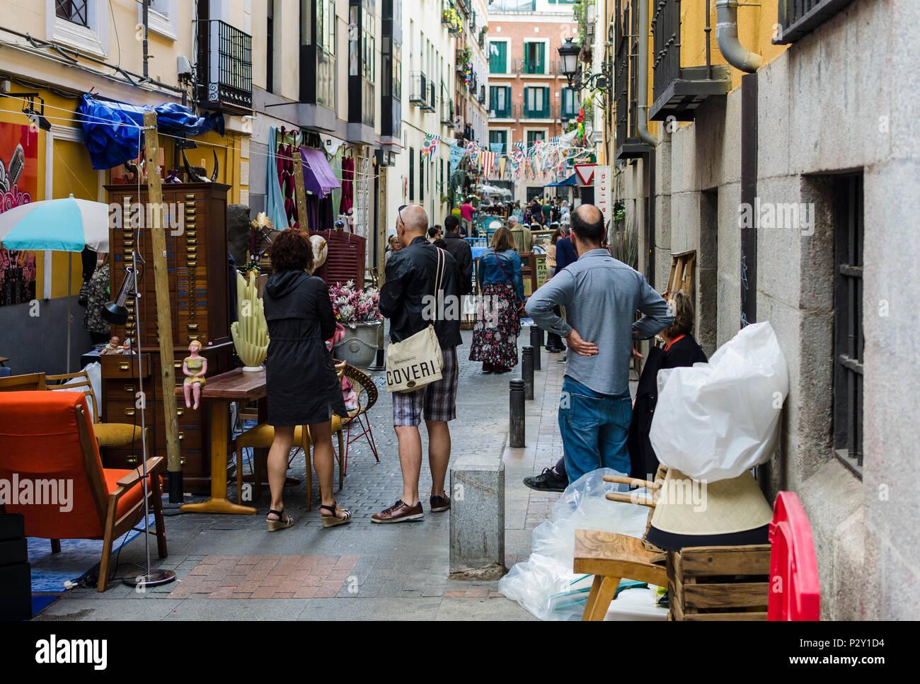 Madrid, España, 9 de junio de 2018. Ver antigüedades en la ...