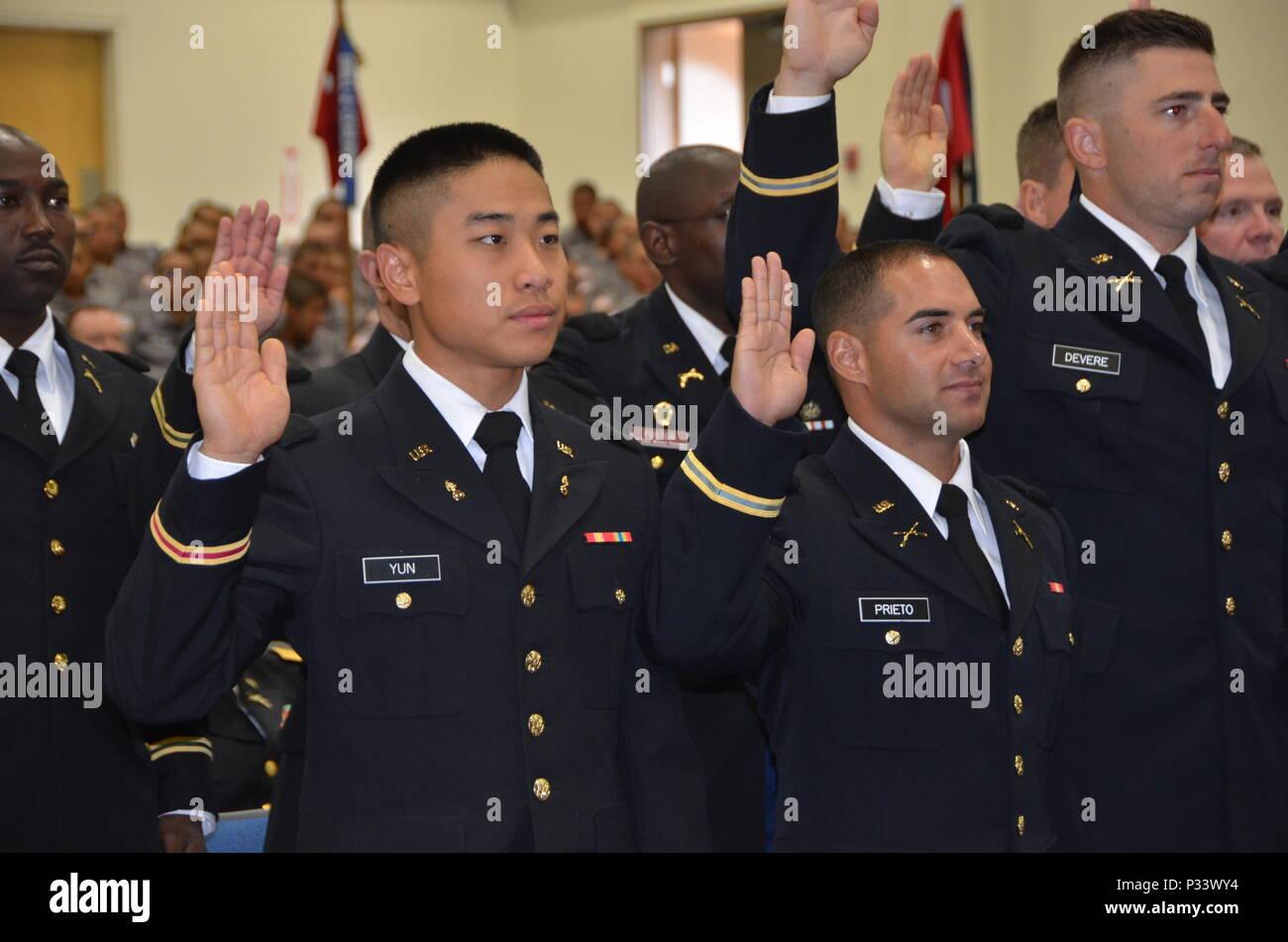 los miembros de la guardia nacional de california de la clase de la