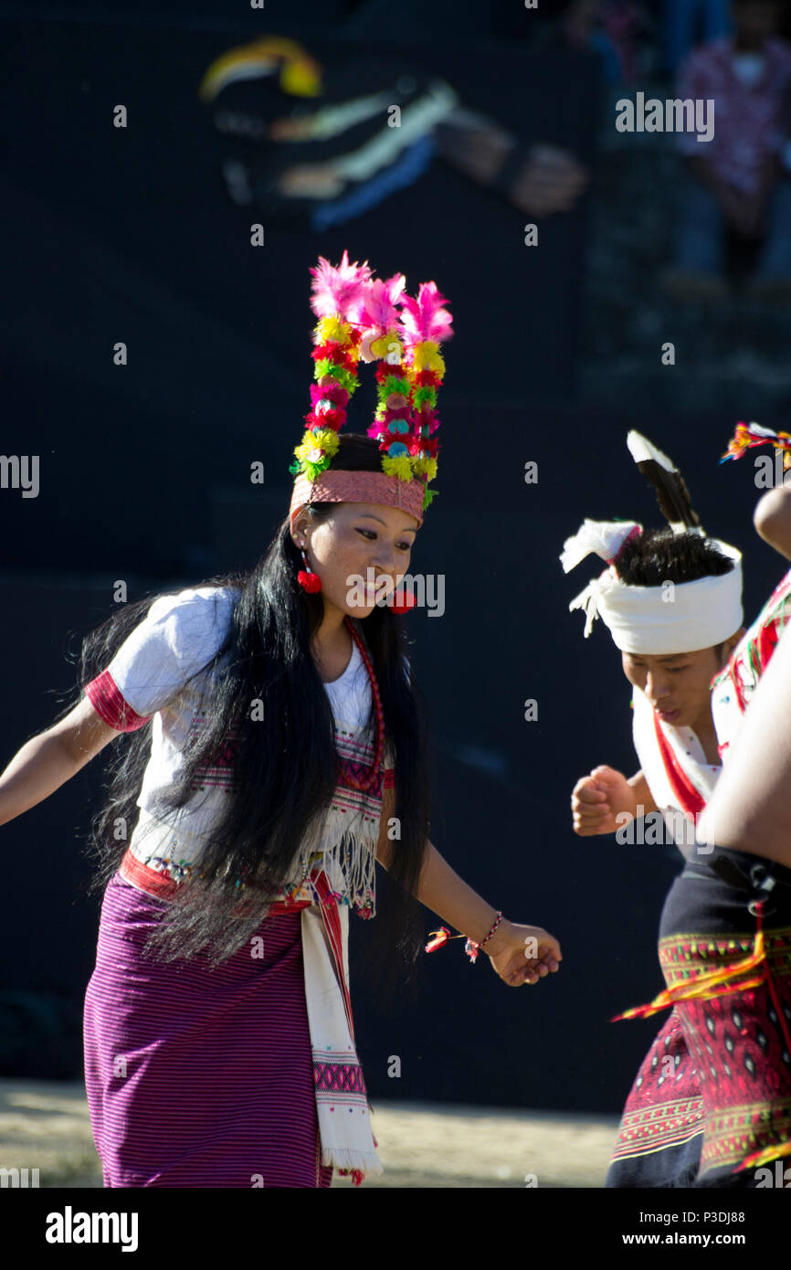 Kisama Heritage Village, India. Naga rendimiento tribal Imagen De Stock
