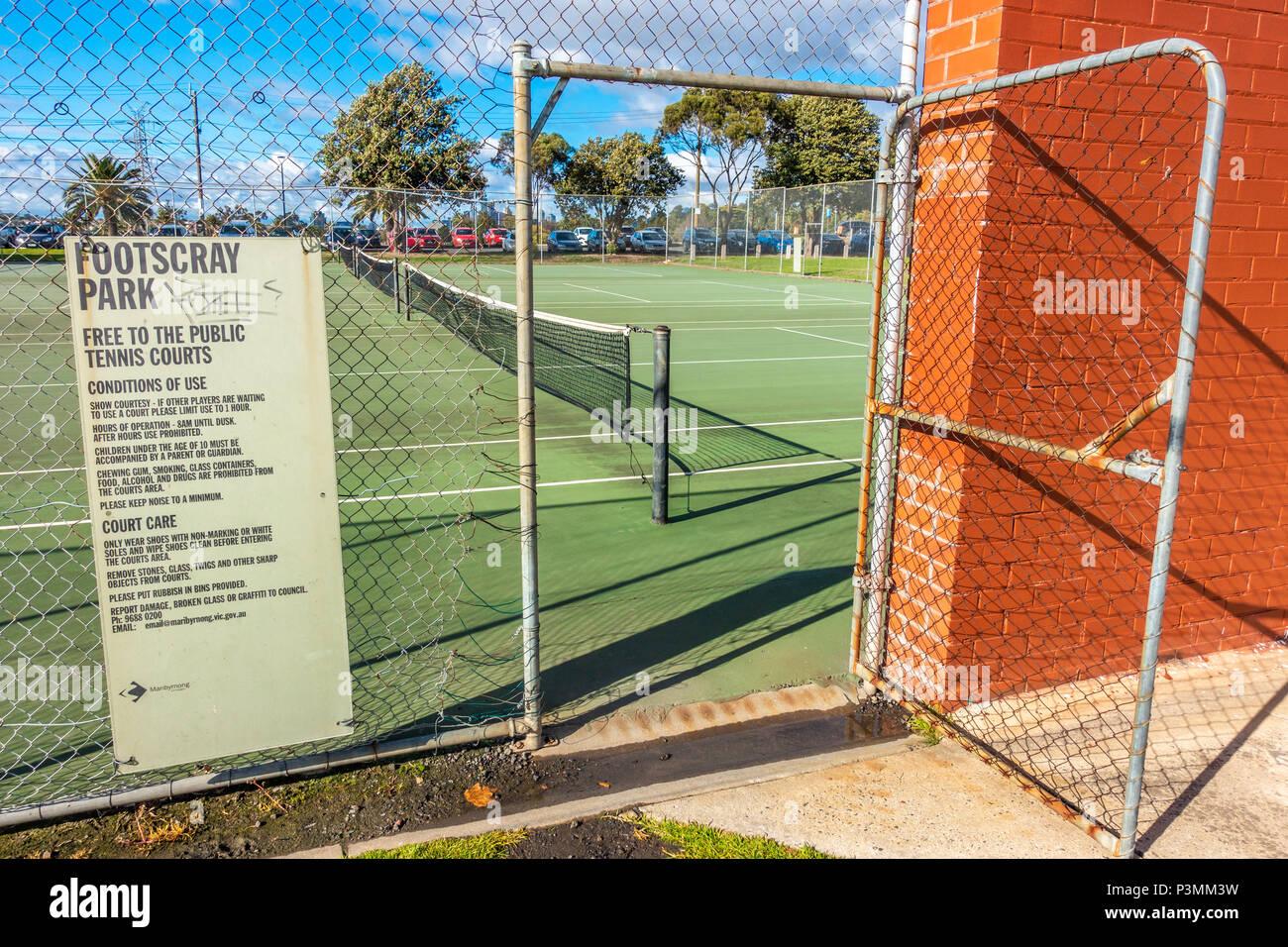 Entrada de pista de tenis gratuita en Footscray Park. Melbourne, Australia VIC Imagen De Stock