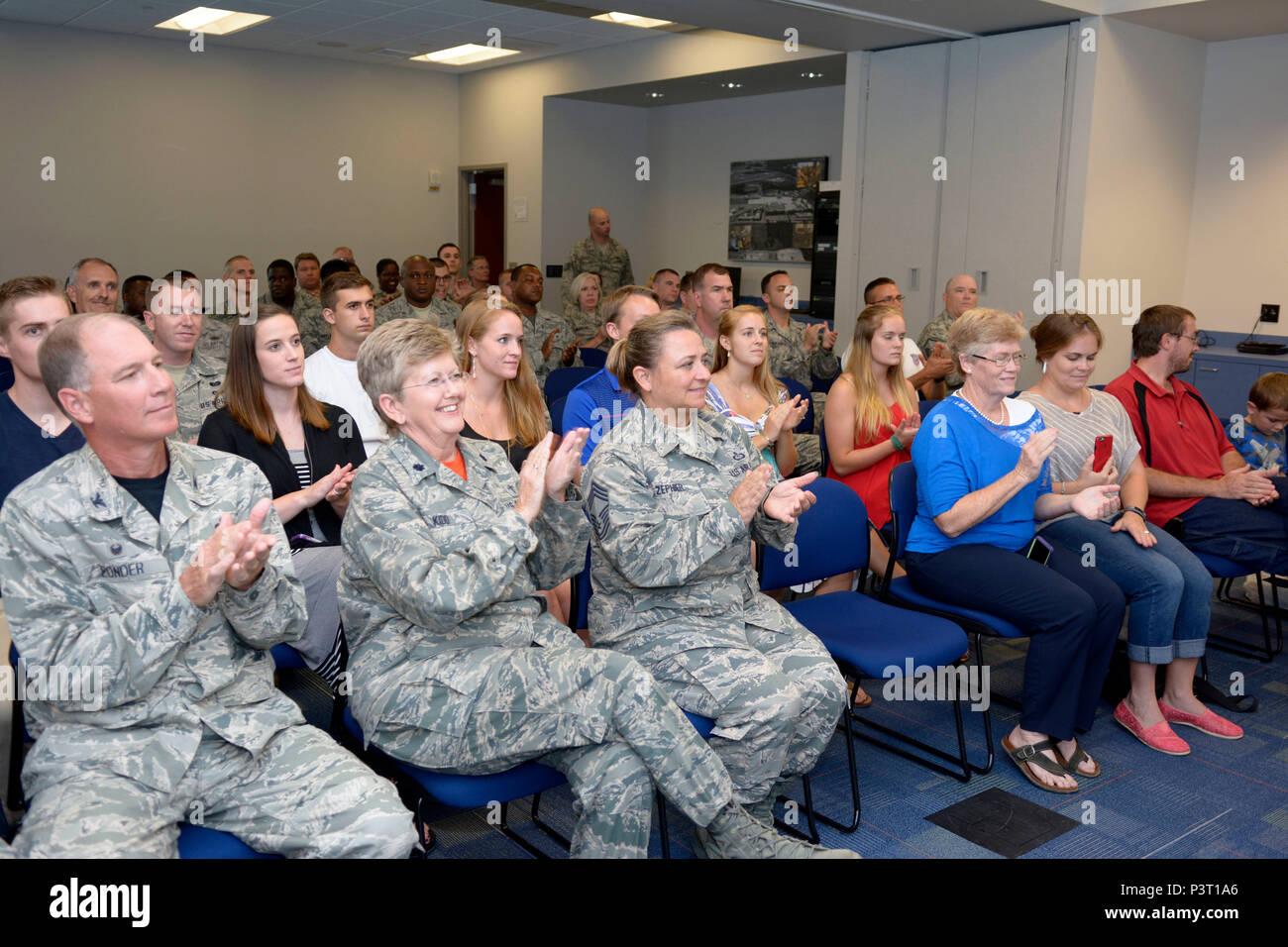 Buscar amigos del servicio militar [PUNIQRANDLINE-(au-dating-names.txt) 35