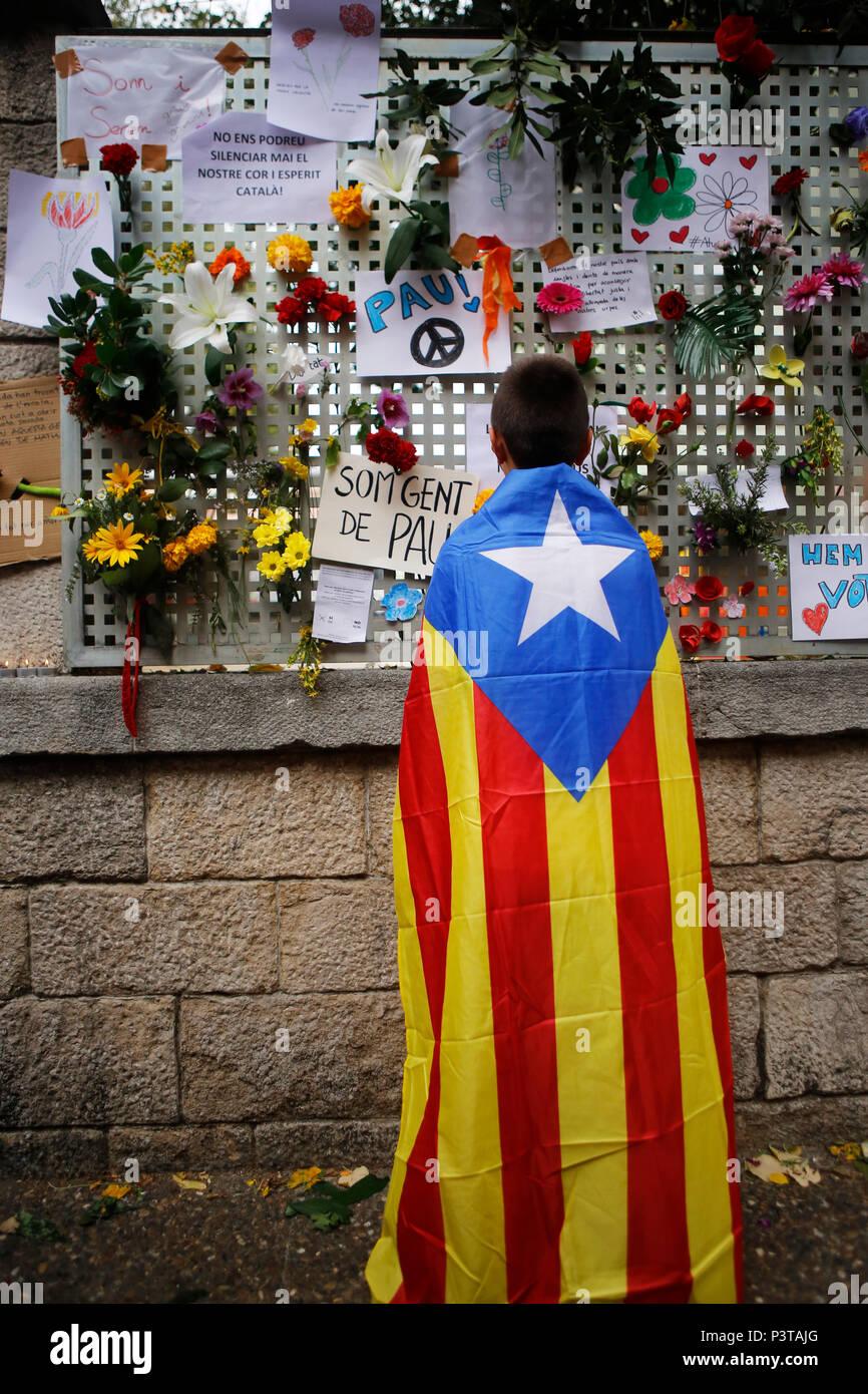 Girona, Cataluña, España - luto por la violenta operación policial en el día del referéndum sobre la Independencia Imagen De Stock