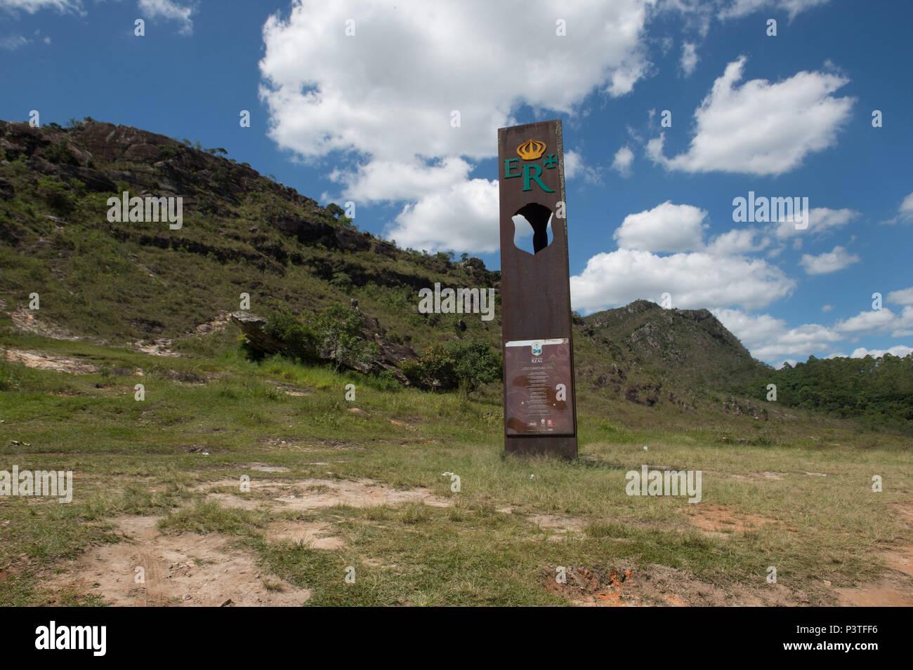 TIRADENTES, MG - 05.01.2016: pontos turisticos TIRADENTES - Totem para marcar que nesta estrada passa un Estrada Real em Santa Cruz. (Foto: Celso Pupo / Fotoarena) Foto de stock
