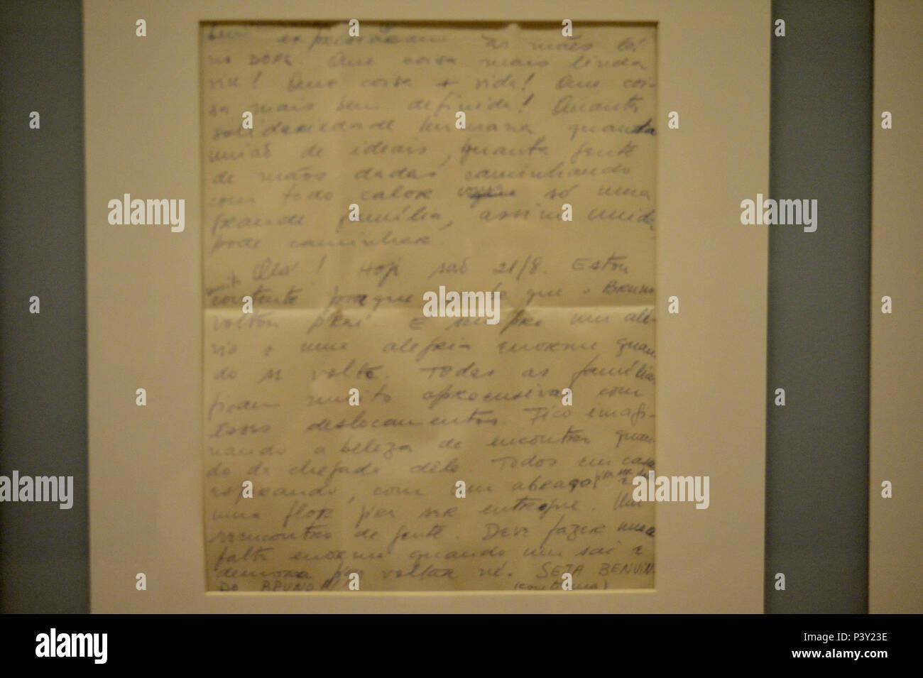 Uma carta original (de Fernanda para o marido, Raimundo Mendes, 20/08/1970) na exposição Carta Aberta - Correspondências na Prisão ningún Memorial da Resistência de São Paulo, localizado ningún centro de São Paulo. Imagen De Stock