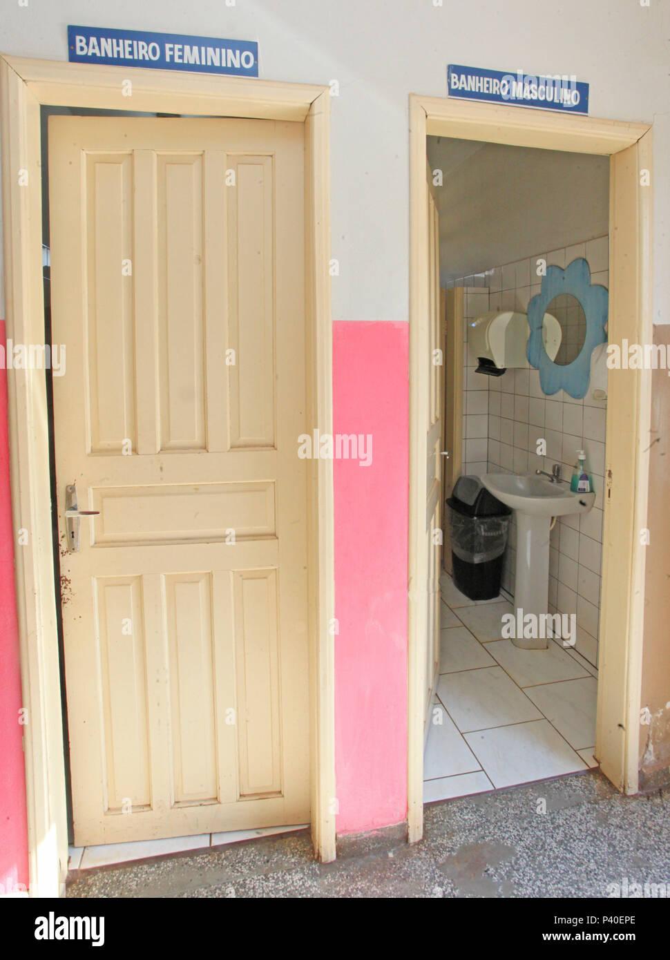 Porta de identificação banheiro com de sexo masculino e feminino. Imagen De Stock