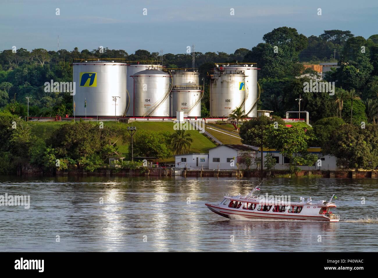 Río Negro - Manaus/AM Armazenamento de Líquido Inflamável Combustível combustíveis da Ipiranga Rio Rio Negro embarcação ningún río Negro Manaus Amazonas Norte do Brasil Brasil Imagen De Stock