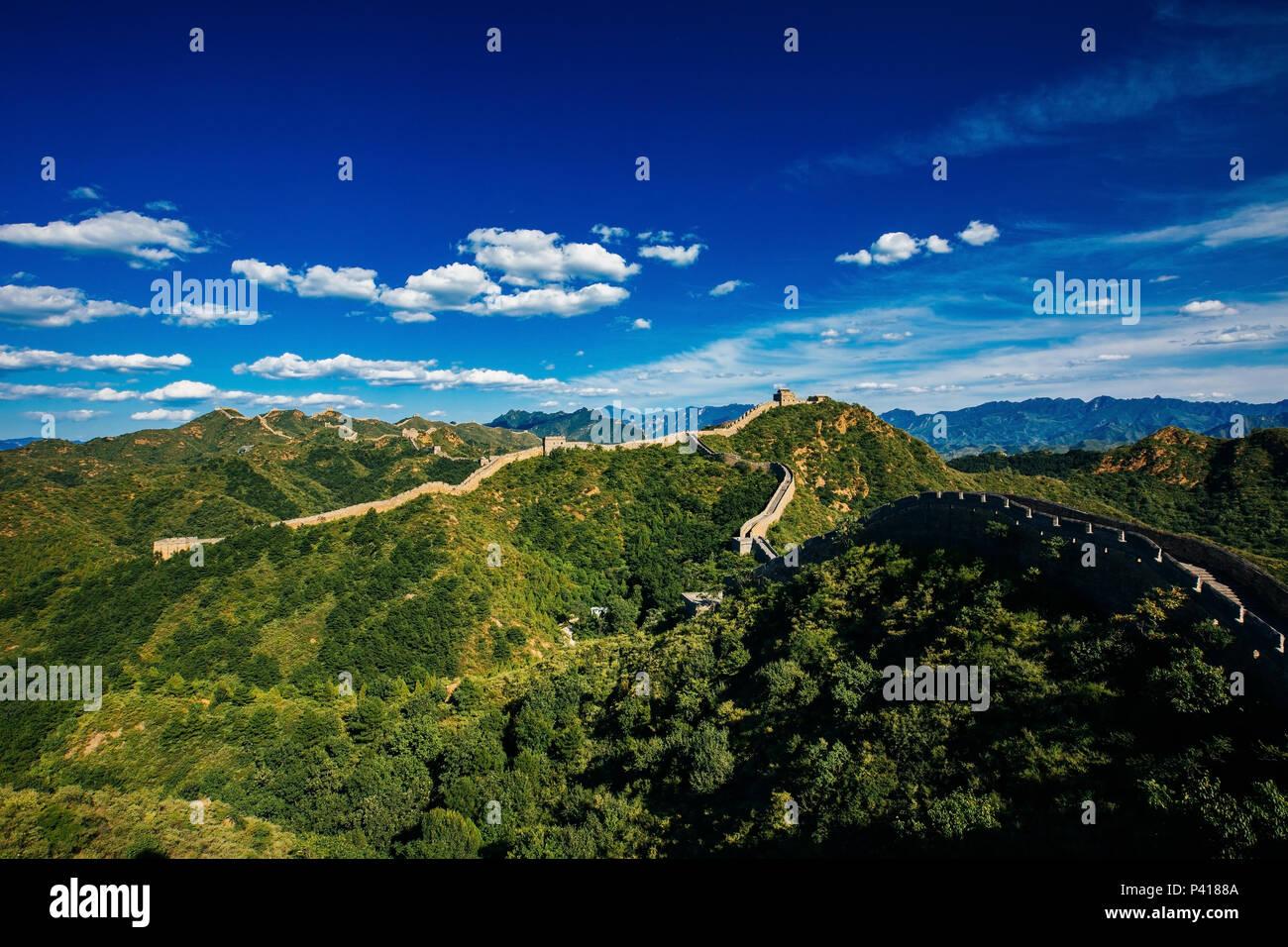 Atardecer en el tour caminando Jinshanling Gran Muralla de China, Beijing, China tour caminando Jinshanling Foto de stock