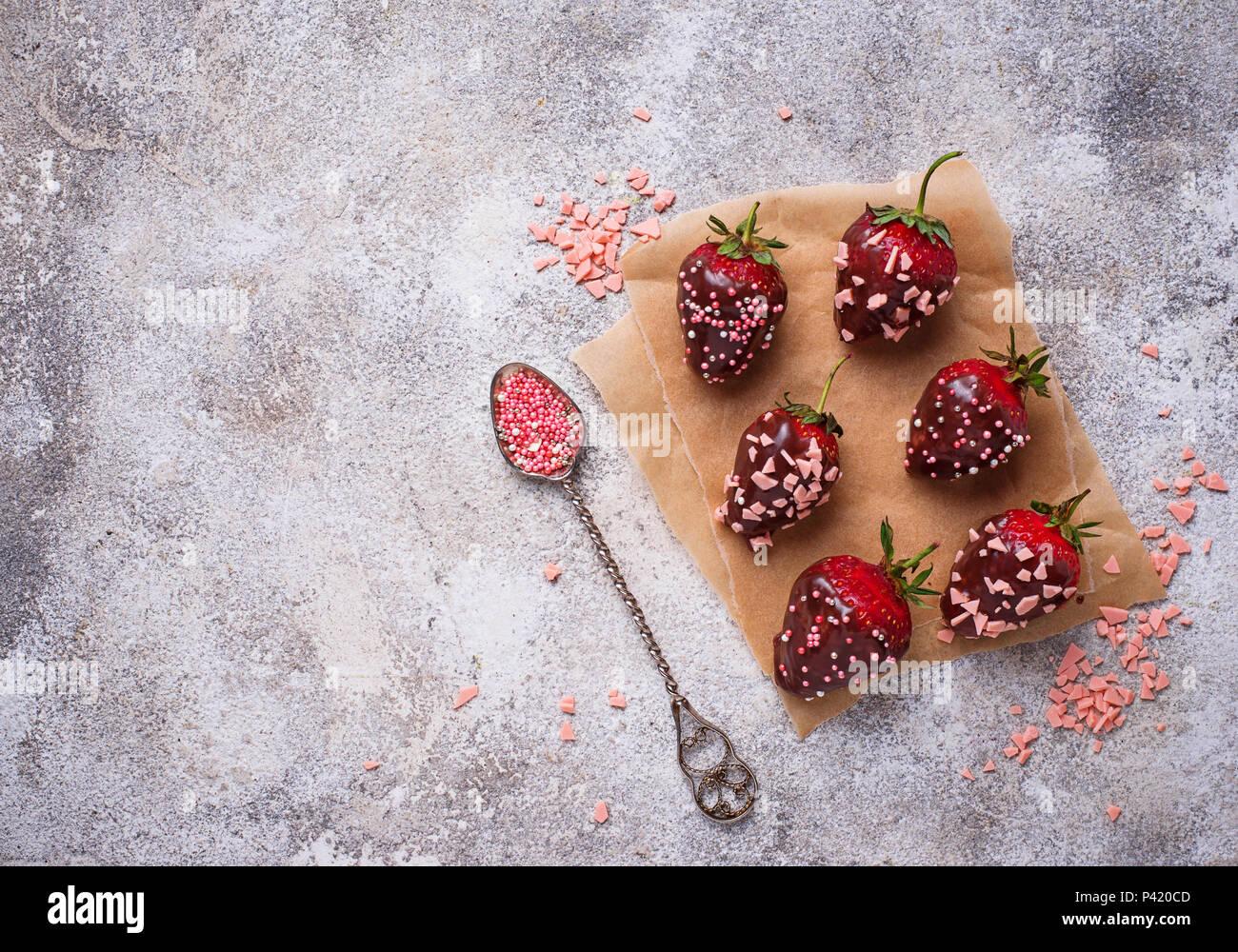 Fresa en chocolate, delicioso postre Imagen De Stock