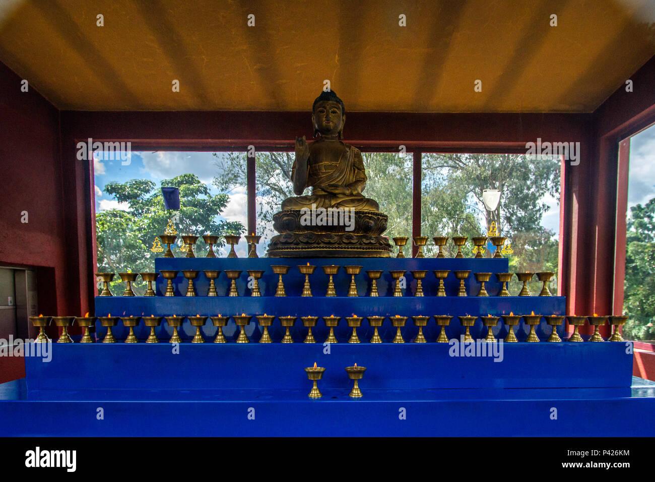 Templo Chagdud Gonpa Odsal Ling, el templo budista tibetano, Cotia, São Paulo. Foto de stock