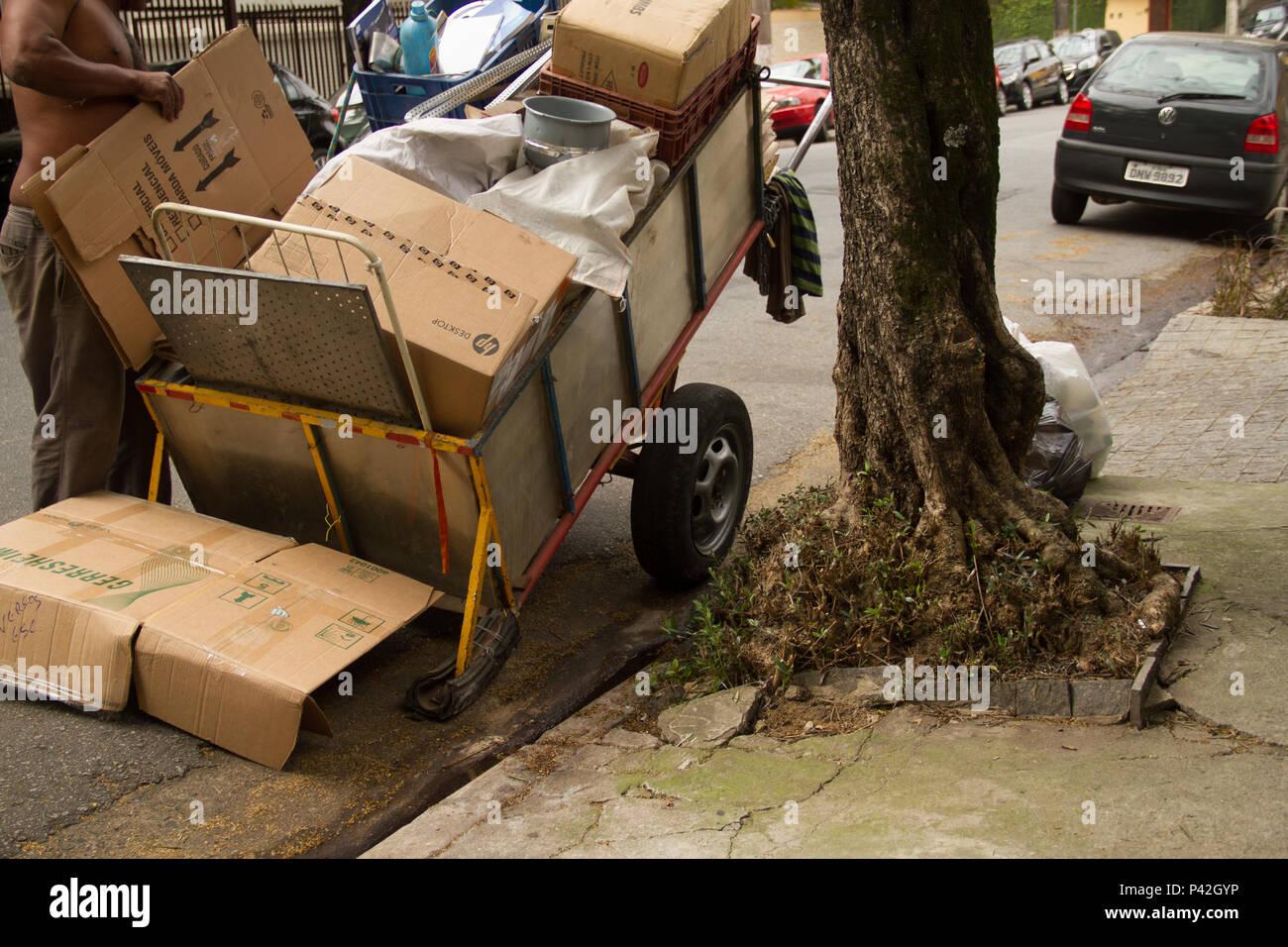 No Fotografias Bairro do lixo Sumarézinho reciclável, Lixeiras. São Paulo/SP, Brasil 14/08/2013. (Foto: Celio Coscia / Fotoarena) Foto de stock