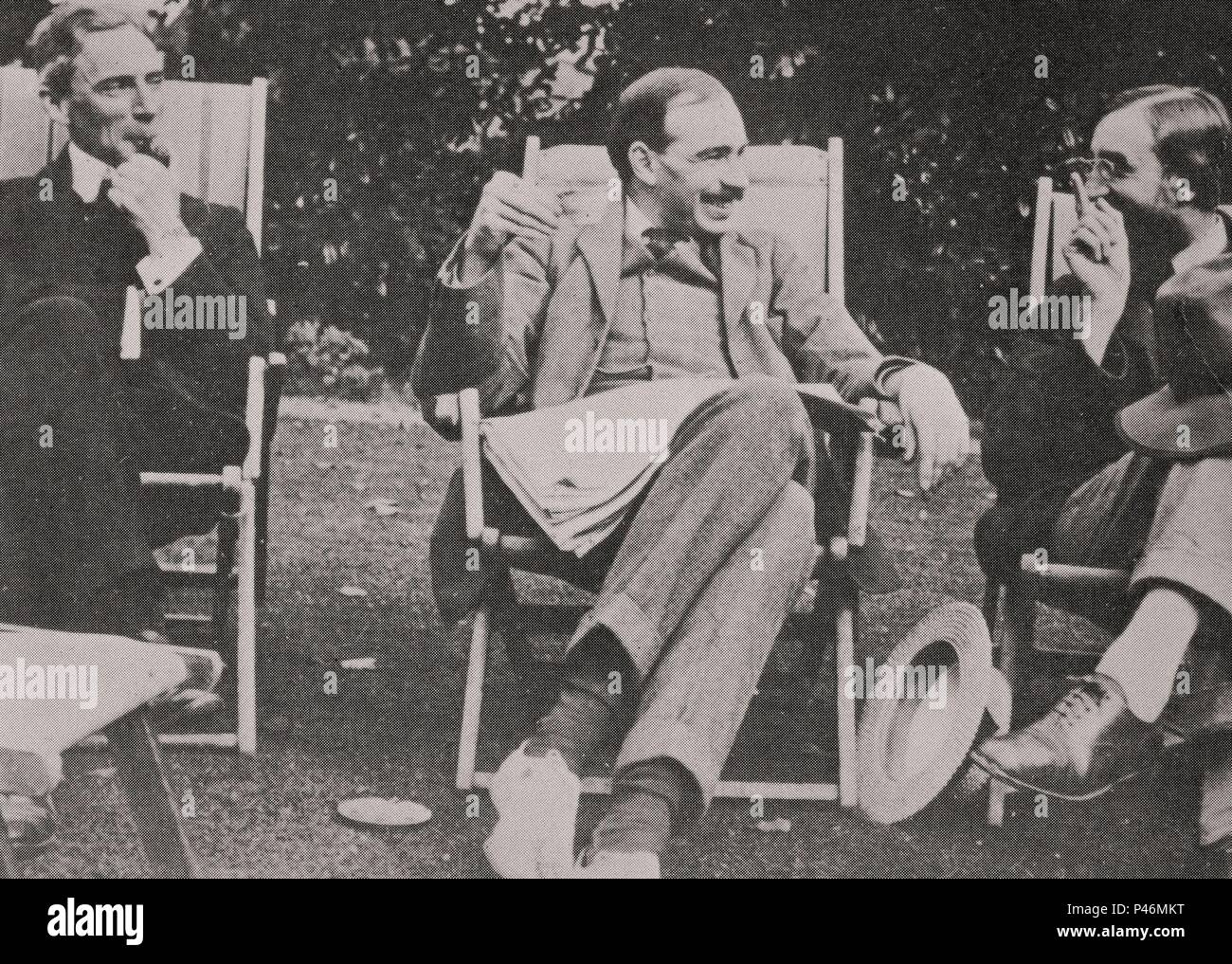 Bertrand Russell (1872-1970), matemático inglés, John Maynard Keynes (1883-1946), el economista inglés y Giles Lytton Strachey (1880-1932), escritor inglés. 1915. Foto de stock
