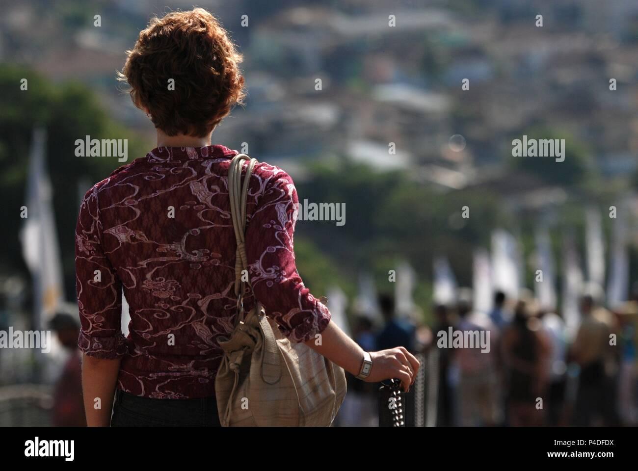 El título de la película original: O LOBO ATRAS DA PORTA. Título en inglés: O LOBO ATRAS DA PORTA. El director de cine: Fernando Coimbra. Año: 2013. Crédito: GULLANE FILMES / Álbum Foto de stock