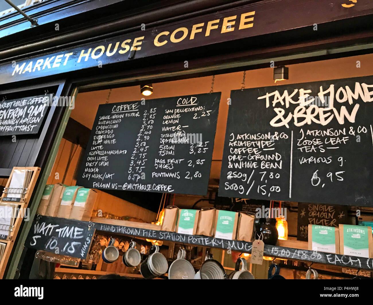 Market House Coffee stall, mercado de Altrincham, hall, Market Street, Altrincham, Trafford, Greater Manchester, North West England, Foto de stock