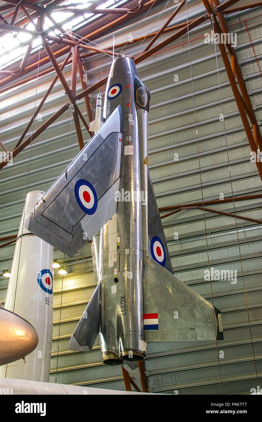 English Electric Lightning fighter avión en exhibición en la Exposición Nacional de la guerra fría, el museo RAF Cosford. Rayo de la Fuerza Aérea Real en la pantalla. Imagen De Stock