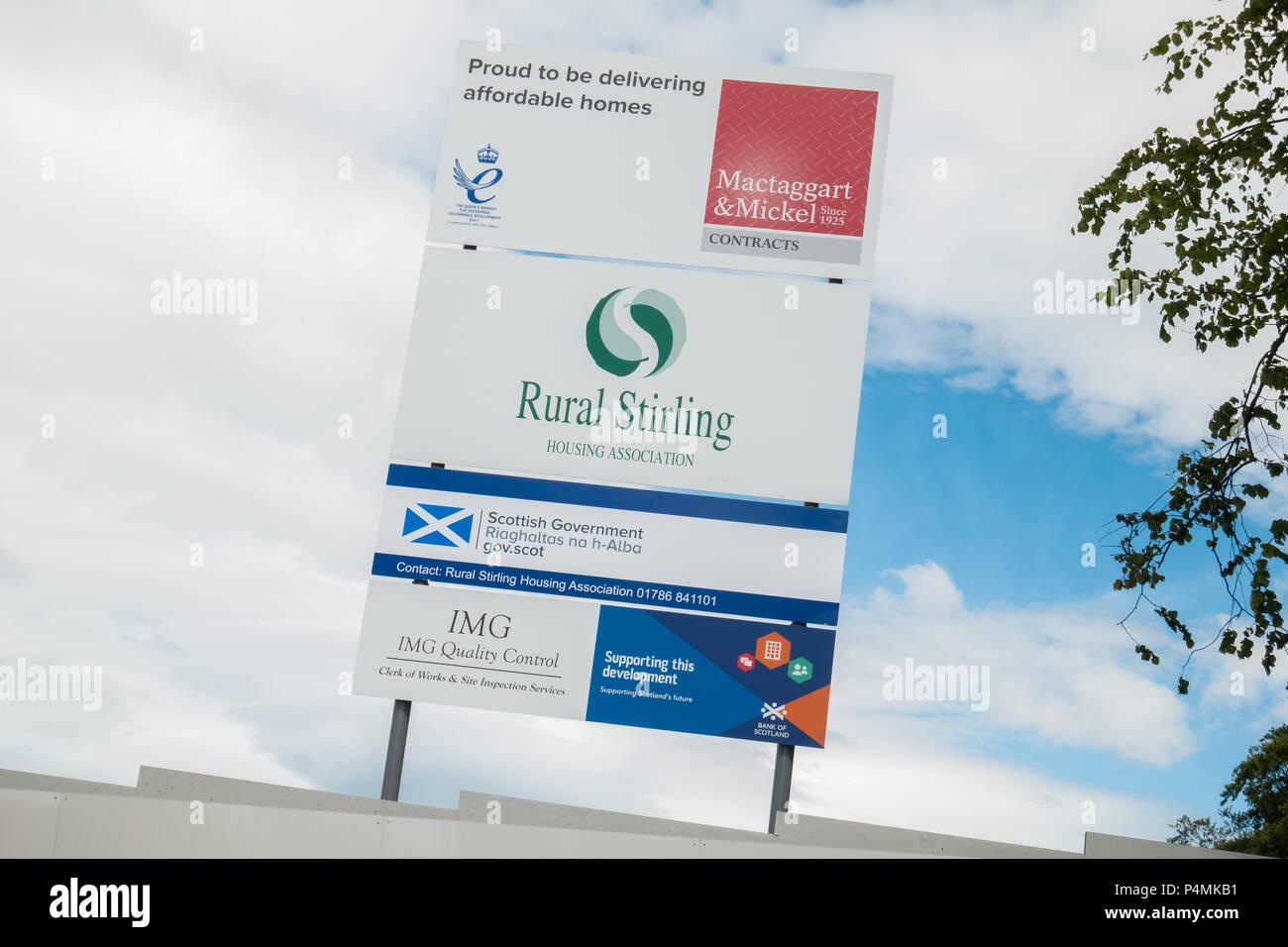 Stirling Asociación de Vivienda Rural sign - viviendas a precios razonables - Killearn, Stirlingshire, Escocia, Reino Unido Imagen De Stock