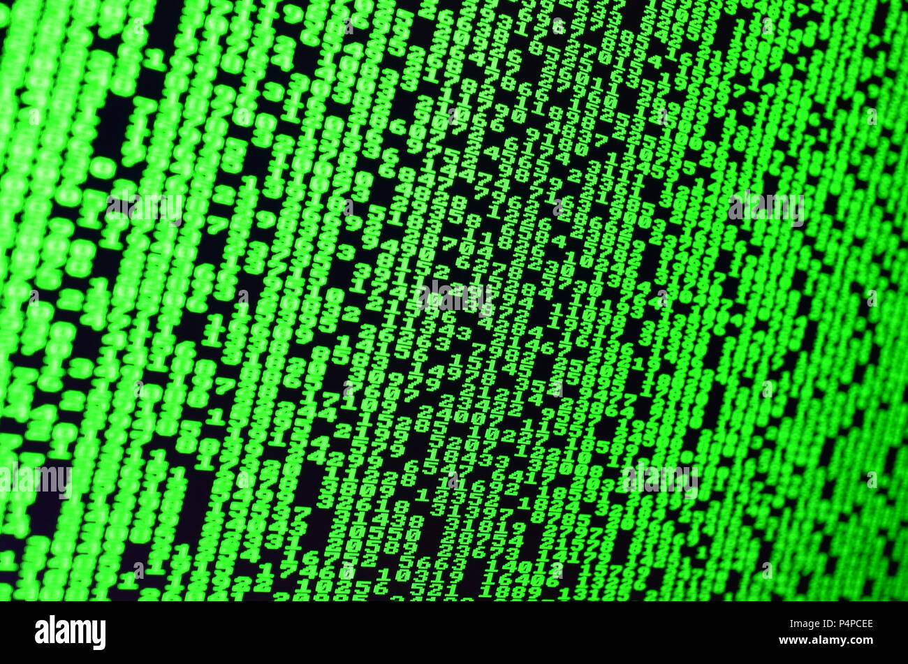 Macro de selección de contraseñas en el monitor de la computadora de la oficina. El concepto de la piratería de la protección de los datos personales de un portero. La secuencia de prov. Imagen De Stock