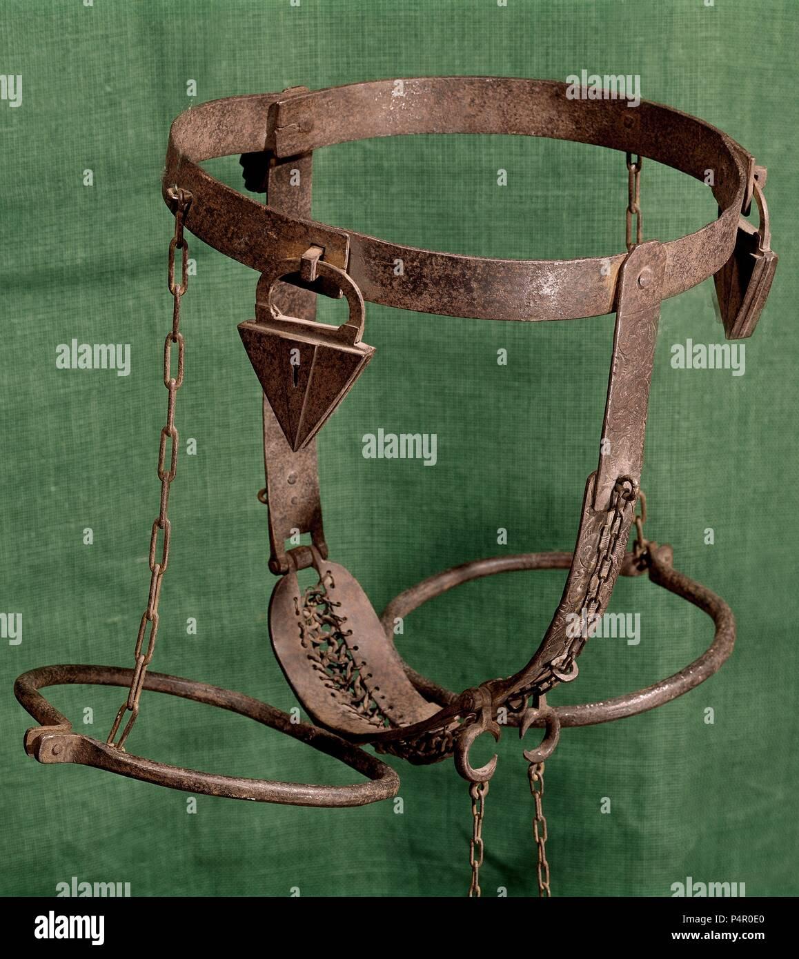 Cinturón de castidad. Ubicación: MUSEO ARQUEOLOGICO NACIONAL-COLECCION, Madrid, España. Foto de stock