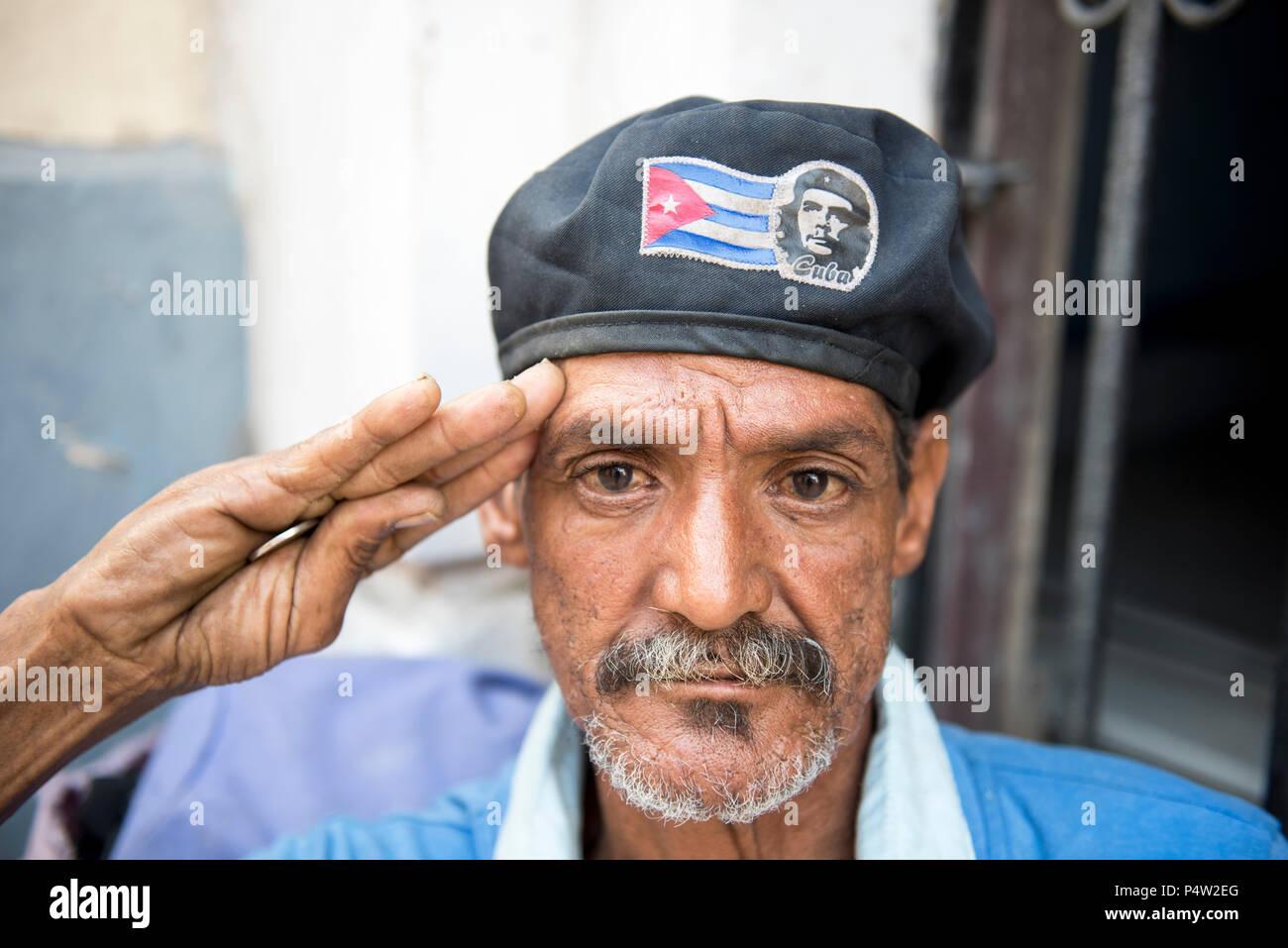 Patriota cubano saluda  el hombre es una gorra con una bandera cubana y la  imagen 490623b3cba