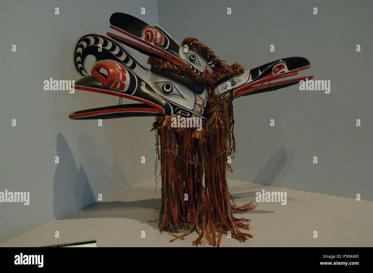 ARTE etnico. CULTURA KWAKWAKA'WAKW. SIGLO XX GEORGE WALKUS (h. 1890-1950). MASCARA DE CUATRO CARAS HAMAT'Sa (h. 1938). Madera pintada. Utilizada en la ceremonia de Hamat'sa. Museo de Arte de Denver. El estado de Colorado. Estados Unidos. Imagen De Stock