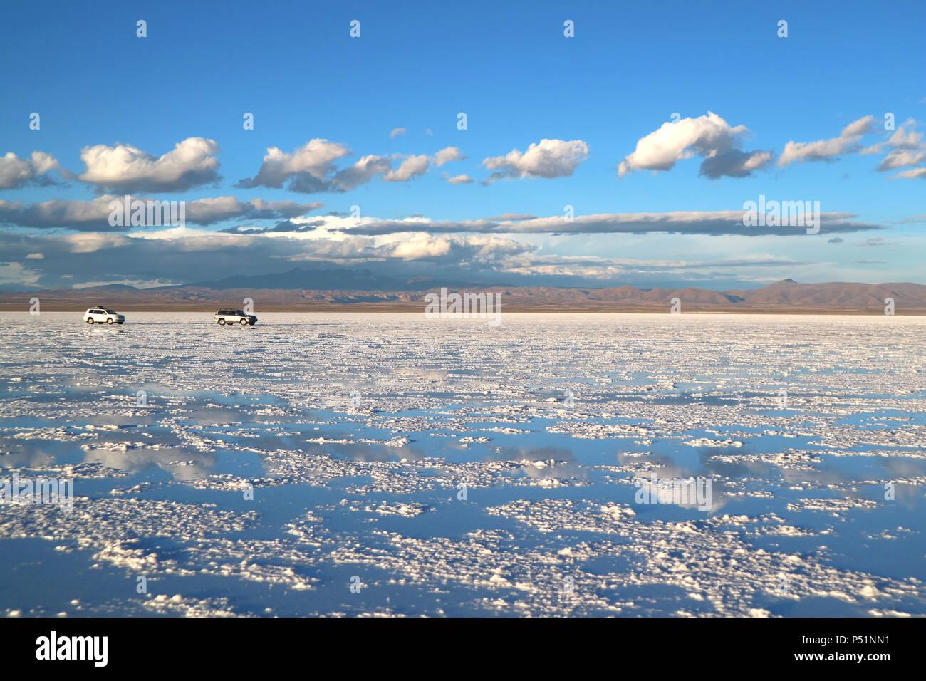 Pisos o sales de Uyuni Salar de Uyuni en el final de la temporada de lluvias, Bolivia, América del Sur Imagen De Stock
