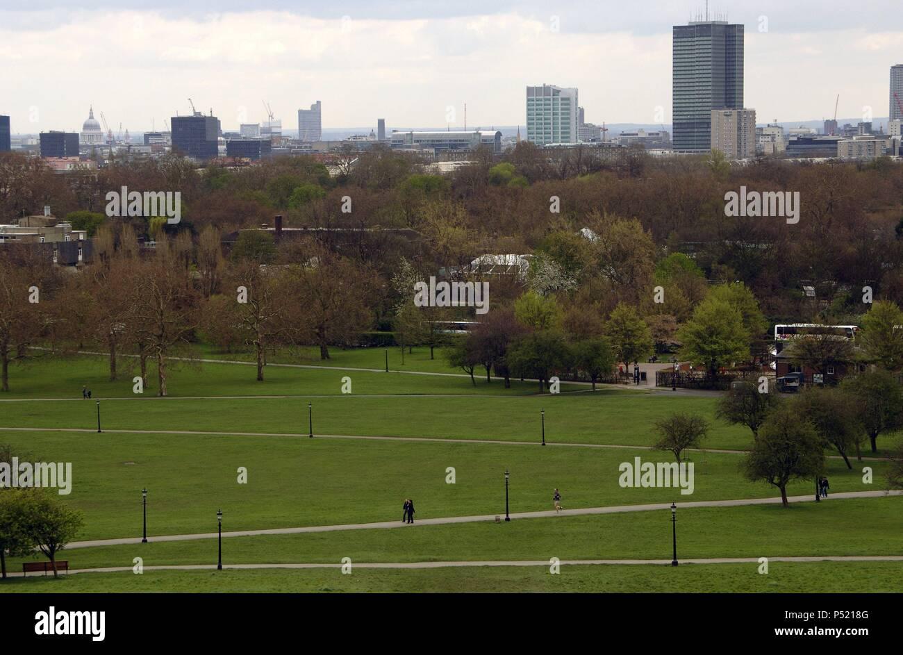 REINO UNIDO. LONDRES. Vista de la ciudad desde Primrose Hill colina situada en la parte norte de Regent's Park. Inglaterra. Foto de stock