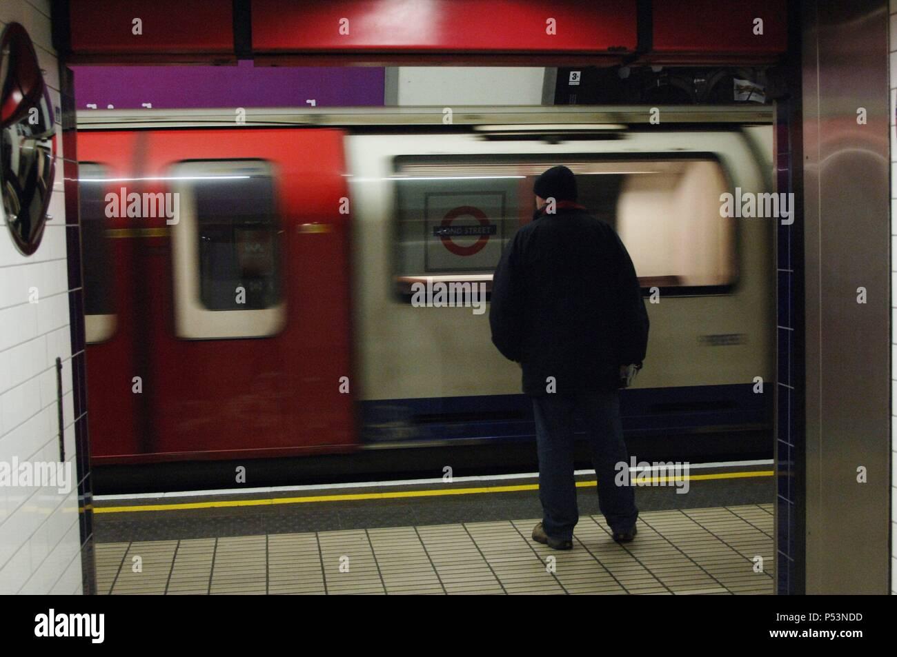 El metro en la estación. Londres. Inglaterra. Reino Unido. Foto de stock