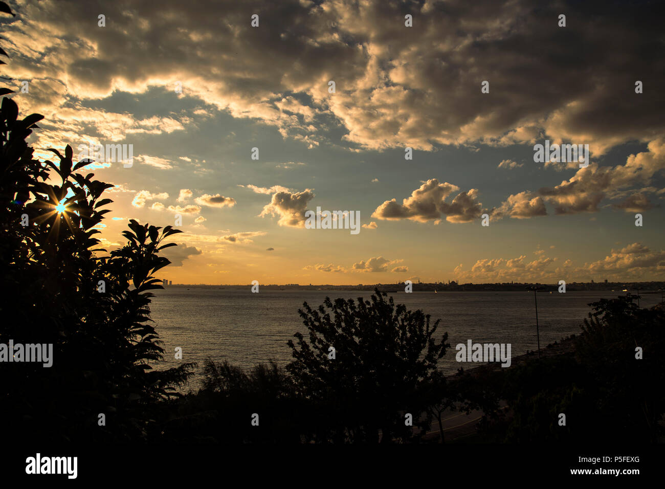 Atardecer desde Kadiköy MODA Imagen De Stock
