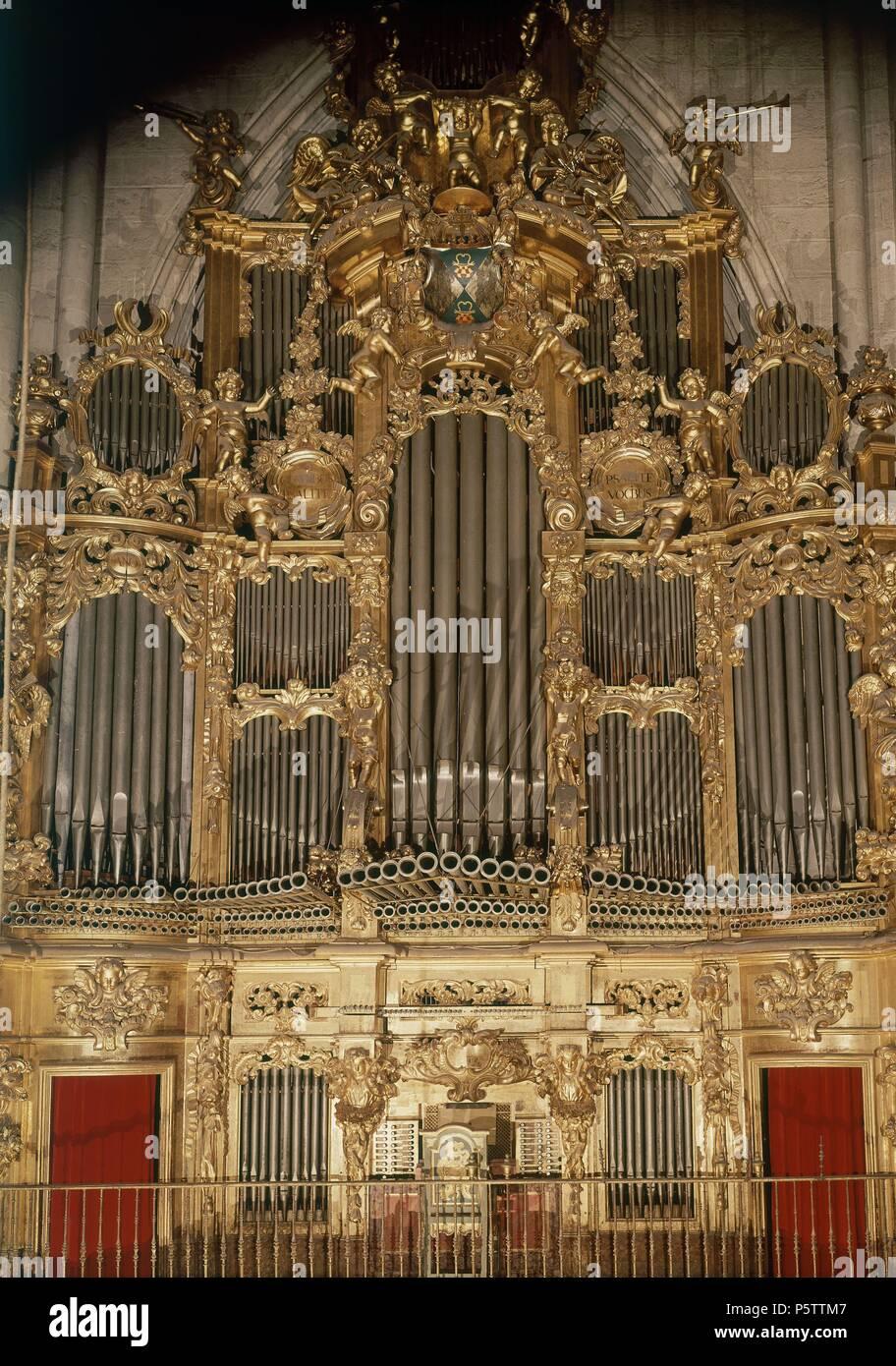 ORGANO barroco. Ubicación: Interior de la catedral, TOLEDO, España. Imagen De Stock