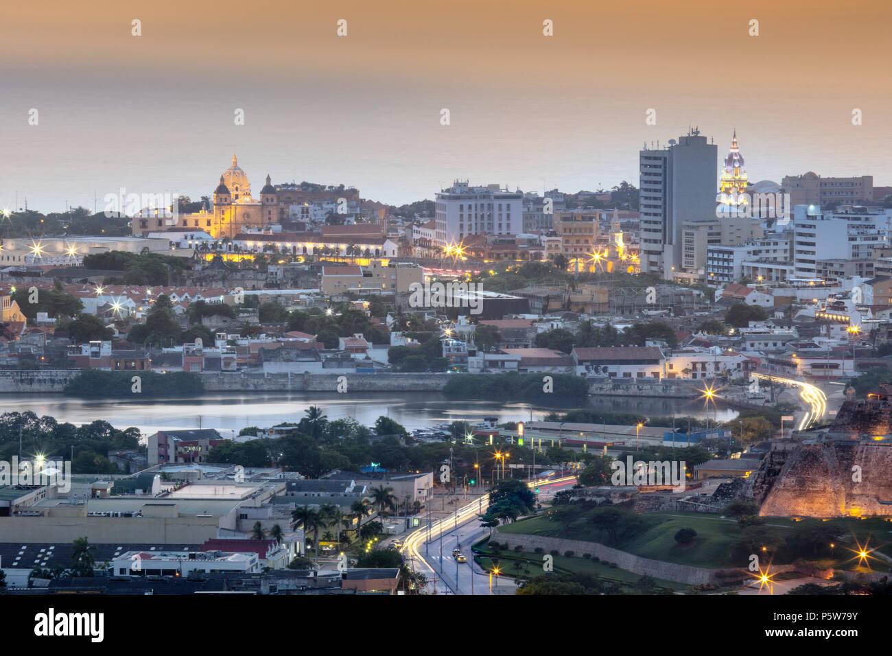 El horizonte del histórico centro de Patrimonio Mundial de la Unesco de la ciudad de Cartagena, en la costa caribeña de Colombia, Sur America Foto de stock
