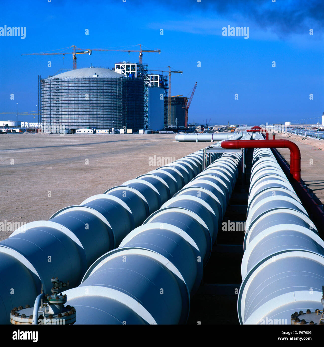 Lng pipeline im genes de stock lng pipeline fotos de for Estanques de gas licuado