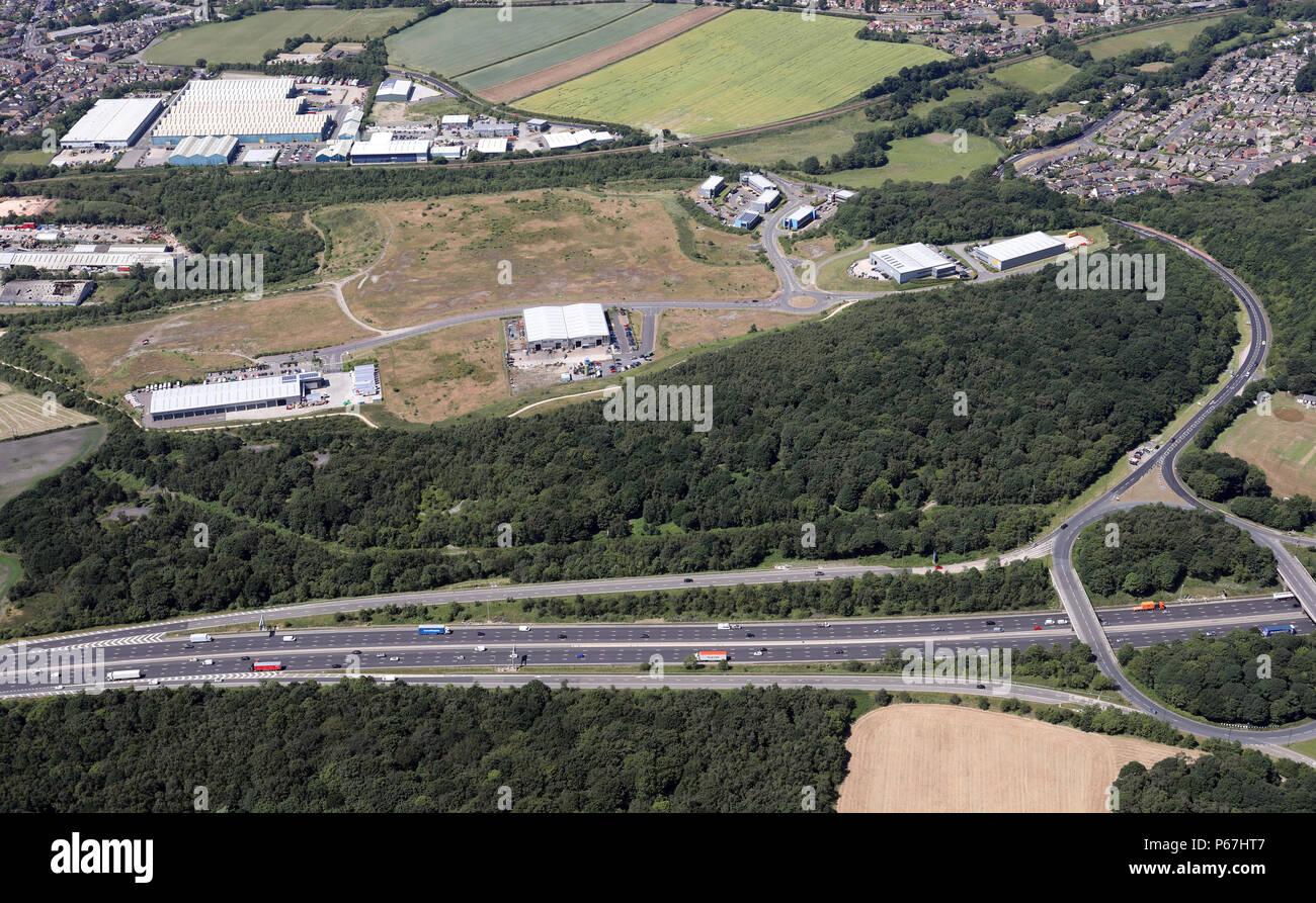 Vista aérea de la herrería de la zona de tracción de la madera del norte de Sheffield en la J36 de la autopista M1 Imagen De Stock