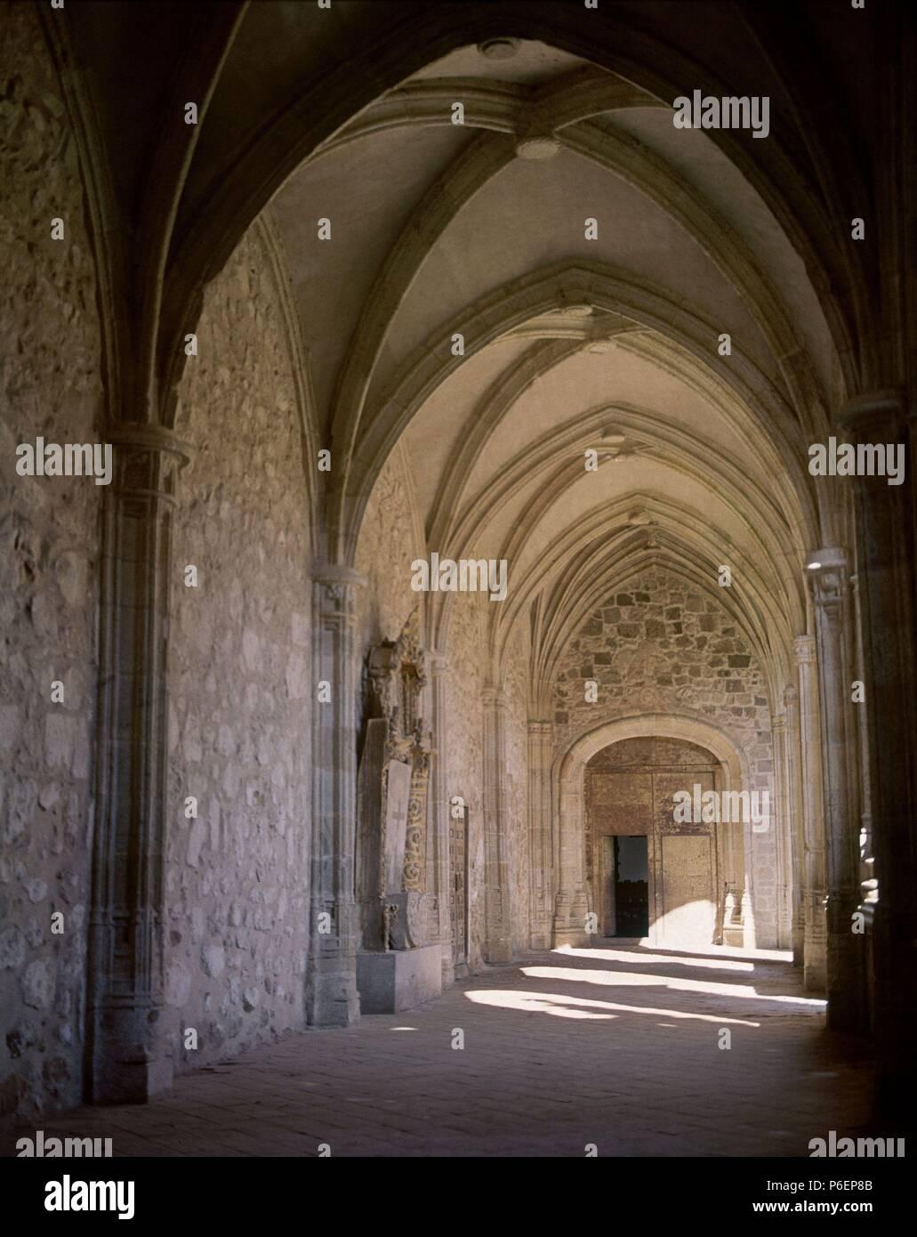 NAVE del claustro. Ubicación: Iglesia colegial DE SANTA MARÍA LA MAYOR, TOLEDO, España. Imagen De Stock